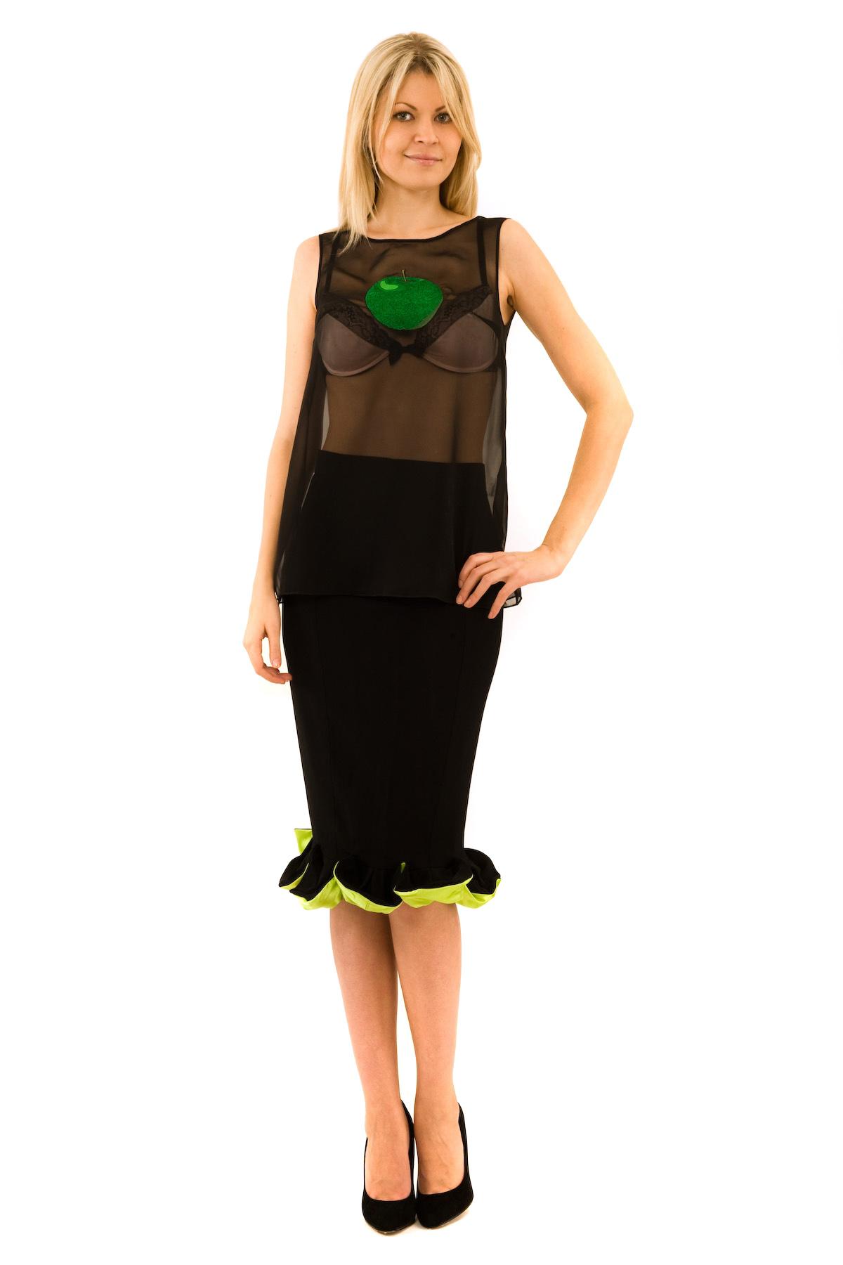 БлузаЖенские блузки<br>Эффектная блузка Doctor E оригинального дизайна привлечет к Вам всеобщее внимание и подчеркнет Ваш оригинальный вкус. Модель выполнена из полупрозрачного материала и оформлена стильной вышивкой. Изделие будет удачно гармонировать с любыми предметами гард<br><br>Цвет: черный<br>Состав: 100% полиэстер<br>Размер: 42,44,48<br>Страна дизайна: Россия<br>Страна производства: Россия