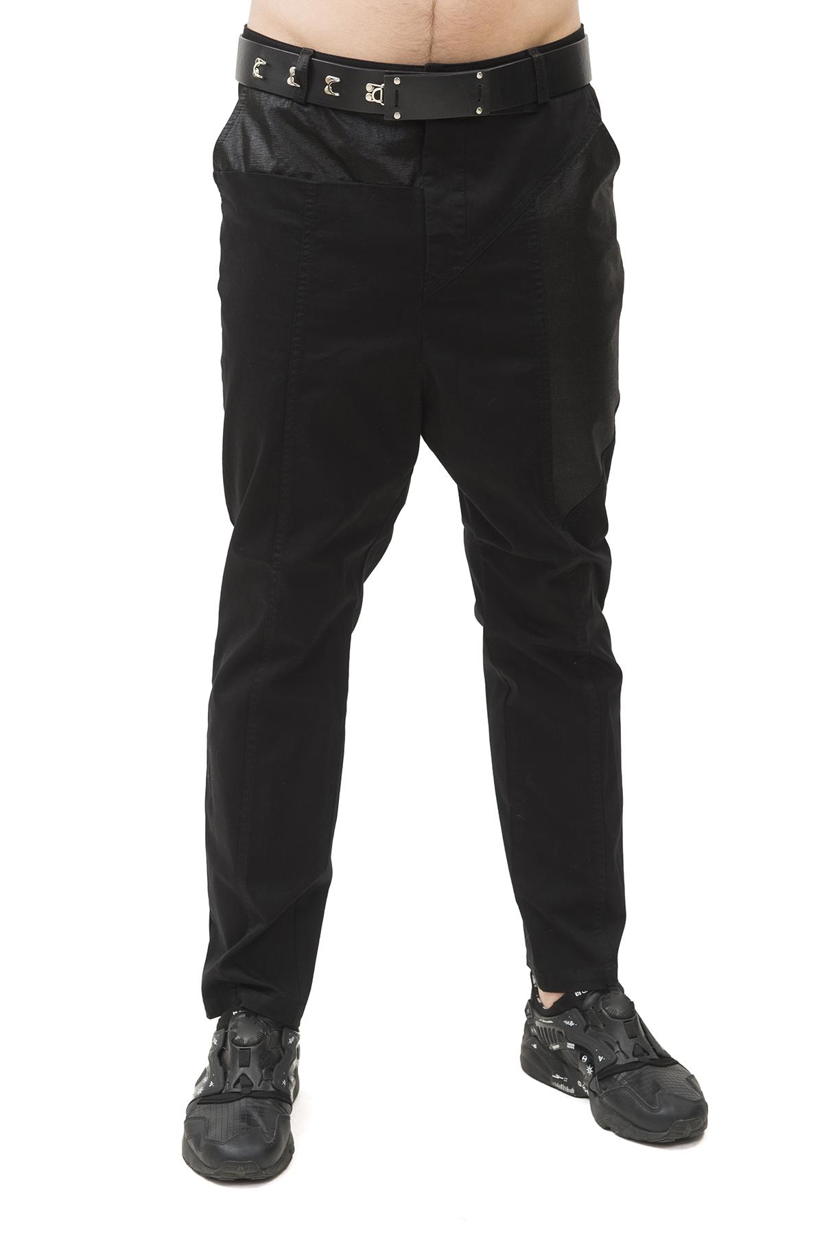 БрюкиБрюки, джинсы, шорты от производителя<br>Брюки Pavel Yerokin выполнены из хлопкового текстиля. Особенности: застежка на молнии и пуговицу, 5 карманов, шлевки для ремня.<br><br>Цвет: черный<br>Состав: Материал 1 - Хлопок - 97%, Спандекс - 3%  Материал 2 - Хлопок - 95%, Полиуретан - 5%<br>Размер: 44,46,48,50<br>Страна дизайна: Россия<br>Страна производства: Россия