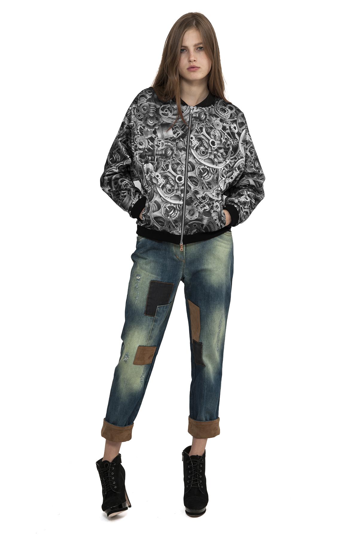 БомберЖенские куртки, плащи, пальто<br>Прекрасная куртка, выполненная  в лаконичном дизайне, в стиле SteamPunk . Модель подчеркнет Ваш неповторимый стиль. Превосходное сочетание удобства и стиля.Коллекция Пуходелические сны дизайнера Павла Ерокина.<br><br>Цвет: черный,белый<br>Состав: 50%хлопок, 30%полиэстер, 17%вискоза, 3%эластан<br>Размер: 46,48<br>Страна дизайна: Россия<br>Страна производства: Россия
