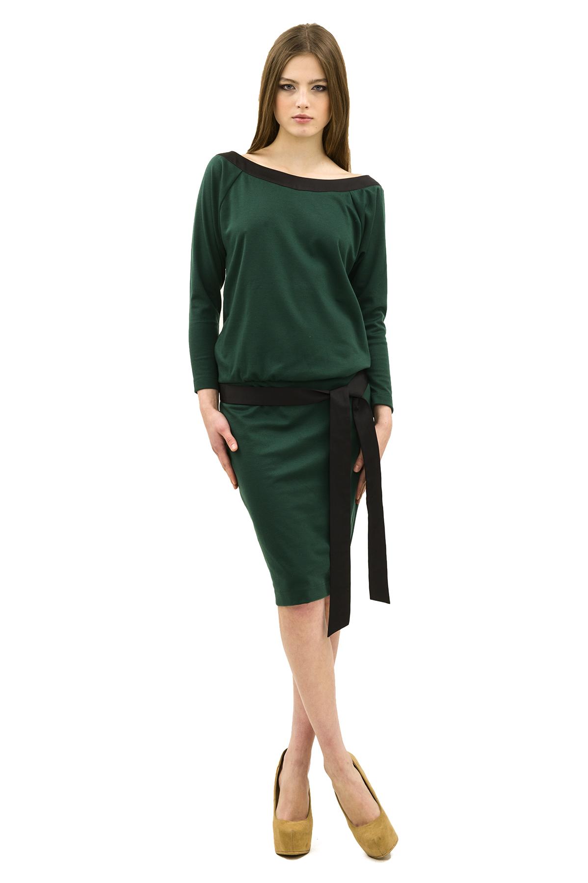 ПлатьеПлатья,  сарафаны<br>Изысканное трикотажное платье преобразит любую девушку, придав ее образу неповторимую чувственность. Добавьте в свой гардероб нотку настоящего изысканного шика вместе с этим ярким стильным очаровательным платьем!<br><br>Цвет: зеленый<br>Состав: 60% вискоза, 35% полиэстер, 5% лайкра<br>Страна дизайна: Россия<br>Страна производства: Россия