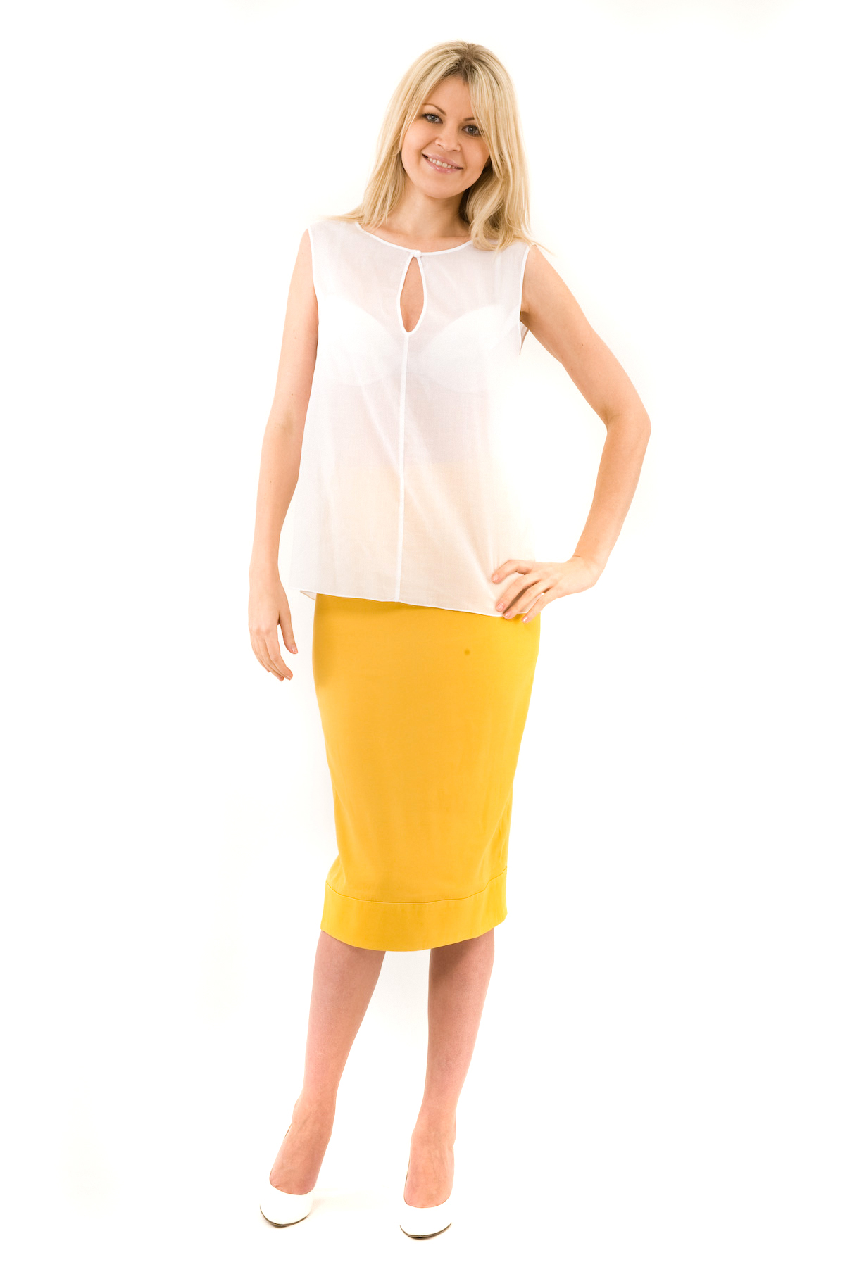 БлузаЖенские блузки<br>Эффектная блузка Doctor E элегантного лаконичного дизайна. Модель выполнена из легкого полупрозрачного материала. Восхитительное дополнение к Вашему повседневному гардеробу.<br><br>Цвет: белый<br>Состав: 100% хлопок<br>Размер: 46,48,50,52<br>Страна дизайна: Россия<br>Страна производства: Россия