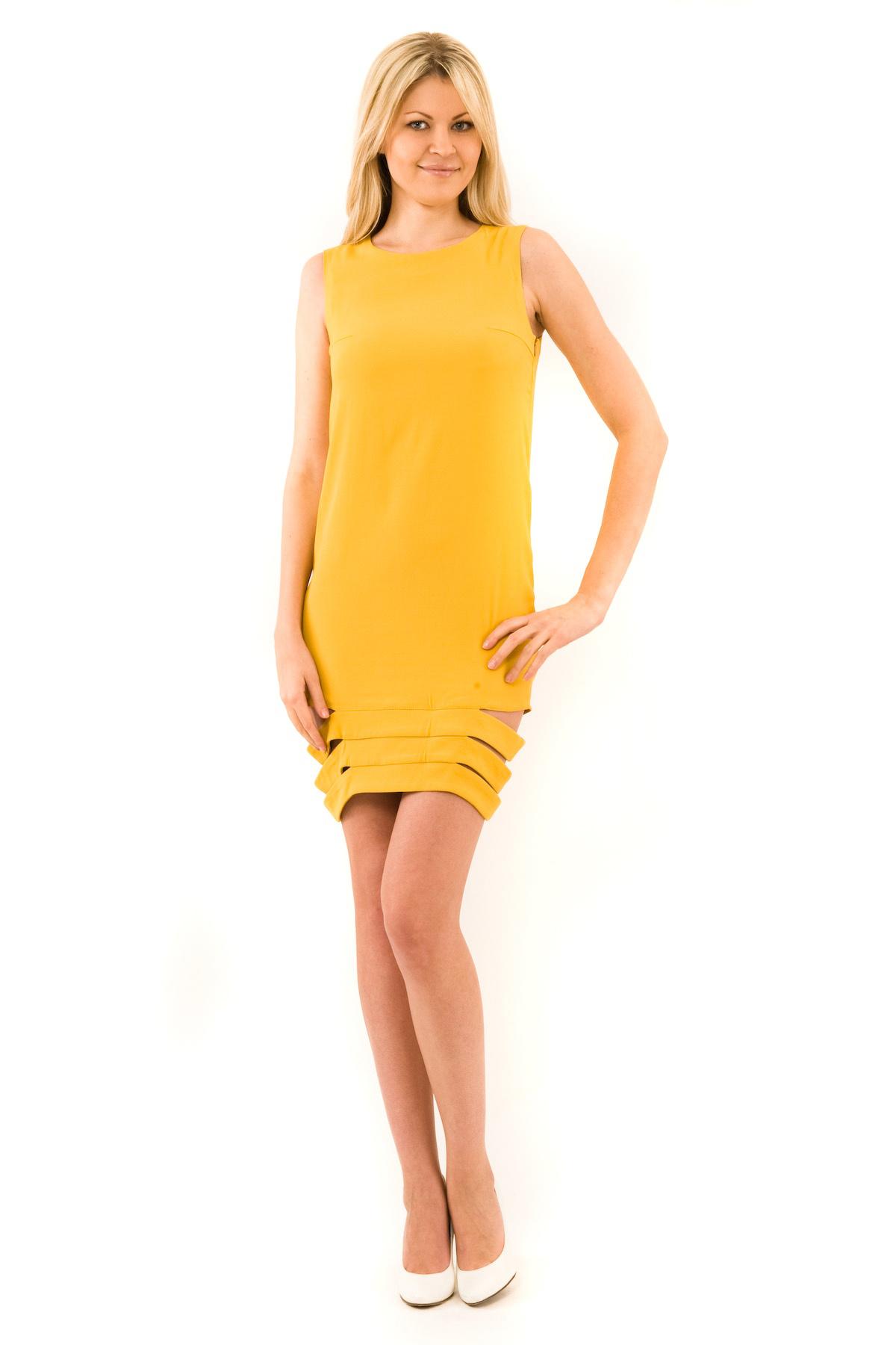 ПлатьеПлатья,  сарафаны<br>Платье из итальянского крепа прямого покроя, прекрасно подойдет для повседневной носки и для вечеринки. Необычный крой низа придают модели оригинальный вид! Платье из коллекции Первородный грех Pavel Yerokin.<br><br>Цвет: горчичный<br>Состав: 99% вискоза, 1 % лайкра<br>Размер: 42,48,52<br>Страна дизайна: Россия<br>Страна производства: Россия