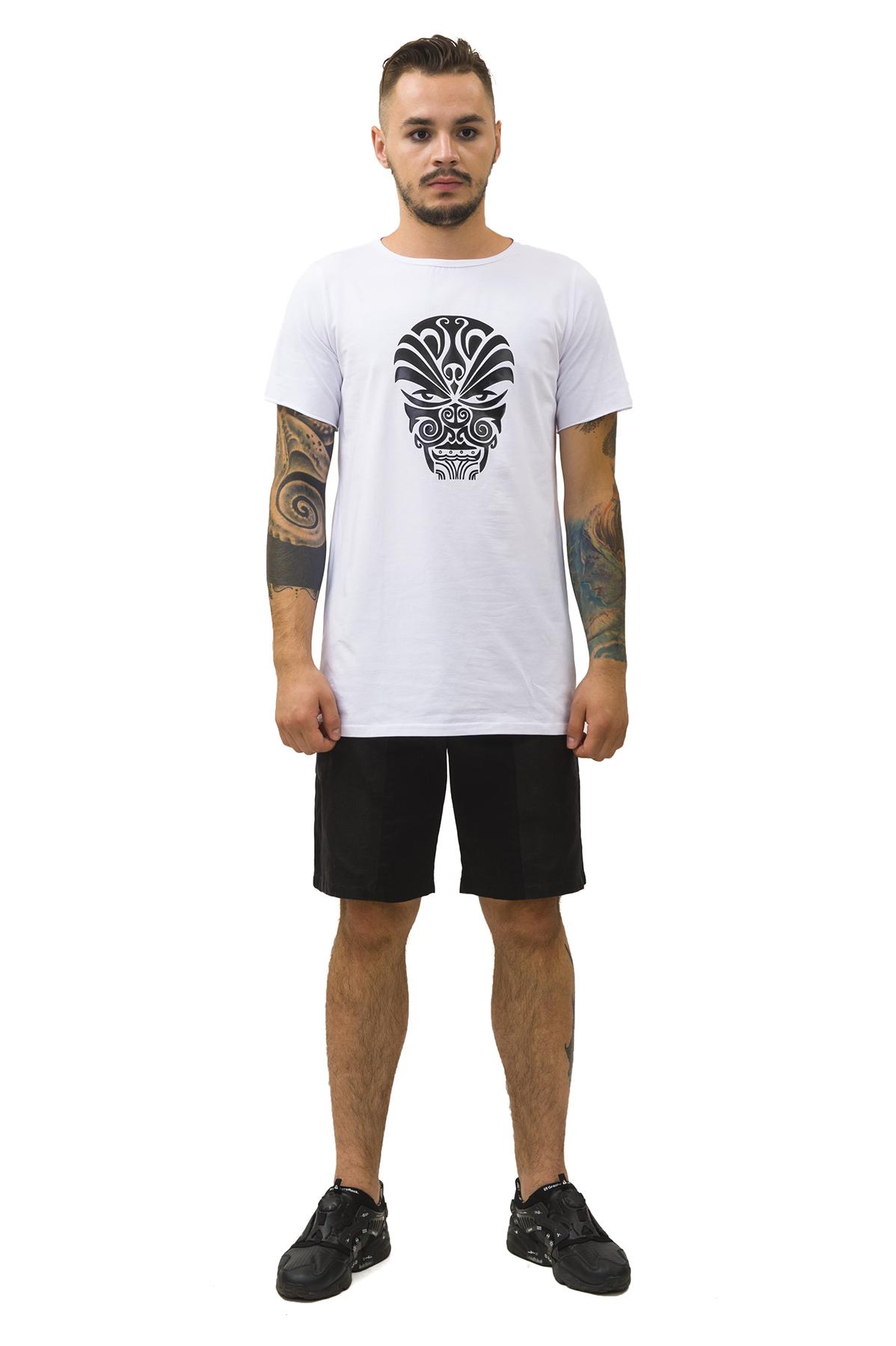 ФутболкаМужские футболки, джемпера<br>Футболка Pavel Yerokin с принтом  выполнена из хлопкового трикотажа с добавлением эластана. Особенности: свободный удлиненный крой, принт — этническая маска.<br><br>Цвет: белый<br>Состав: Хлопок - 92%, Эластан - 8%<br>Размер: 44,48<br>Страна дизайна: Россия<br>Страна производства: Россия