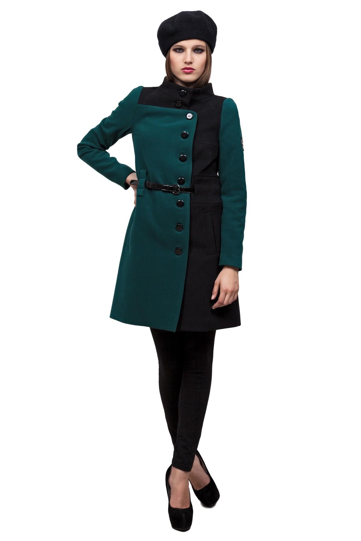ПальтоЖенские куртки, плащи, пальто<br>Привлекательное пальто оригинального двухцветного дизайна несомненно согреет Вас в холодную погоду. Высокий воротник-стойка надежно защитит шею от ветра. Втачные карманы добавят тепла рукам. Позвольте себе выглядеть стильно, дополнив гардероб этим одеяние<br><br>Цвет: зеленый,черный<br>Состав: ткань1-80%полиэстер, 18%вискоза, 2%спандекс, ткань2 - 100% полиэстер,подкладка -100%полиэстер<br>Размер: 42,44,46,48,50<br>Страна дизайна: Россия<br>Страна производства: Россия