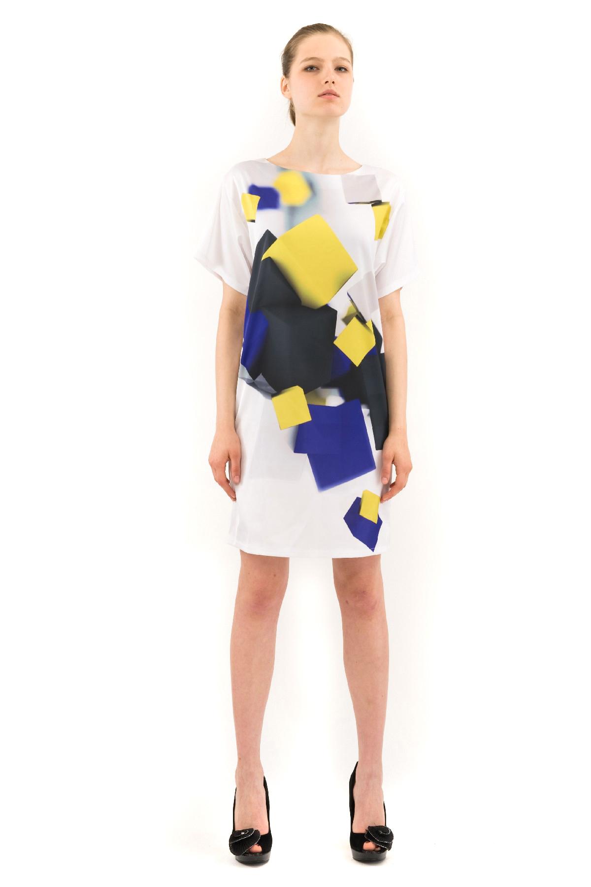 ПлатьеПлатья,  сарафаны<br>Великолепное платье с дизайнерским принтом выполнено в стиле color blocking. Изделие свободного покроя с короткими рукавами и округлым вырезом горловины. Прекрасный вариант для создания эффектного образа.<br><br>Цвет: белый,фиолетовый<br>Состав: 100% полиэстер, подкладка-100% полиэстер<br>Размер: 42,44,46,48<br>Страна дизайна: Россия<br>Страна производства: Россия