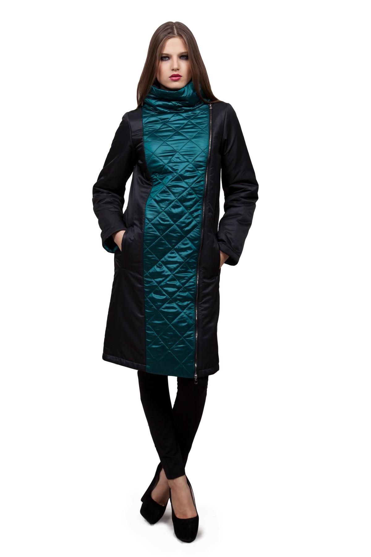 ПальтоЖенские куртки, плащи, пальто<br>В холодный осенний день очень важно ощущение тепла и комфорта. Это тепло может подарить Вам это очаровательное утепленное полупальто. Модель приталенного покроя прекрасно сидит по фигуре. Оригинальность пальто заключается в комбинированном дизайне. Такая<br><br>Цвет: черный, зеленый<br>Состав: ткань1 - 100%полиэстер, ткань2 - 100%полиэстер, подкладка - 100%полиэстер, утеплитель - 100%полиэстер<br>Размер: 42,48,50,52,54,56,58,60<br>Страна дизайна: Россия<br>Страна производства: Россия