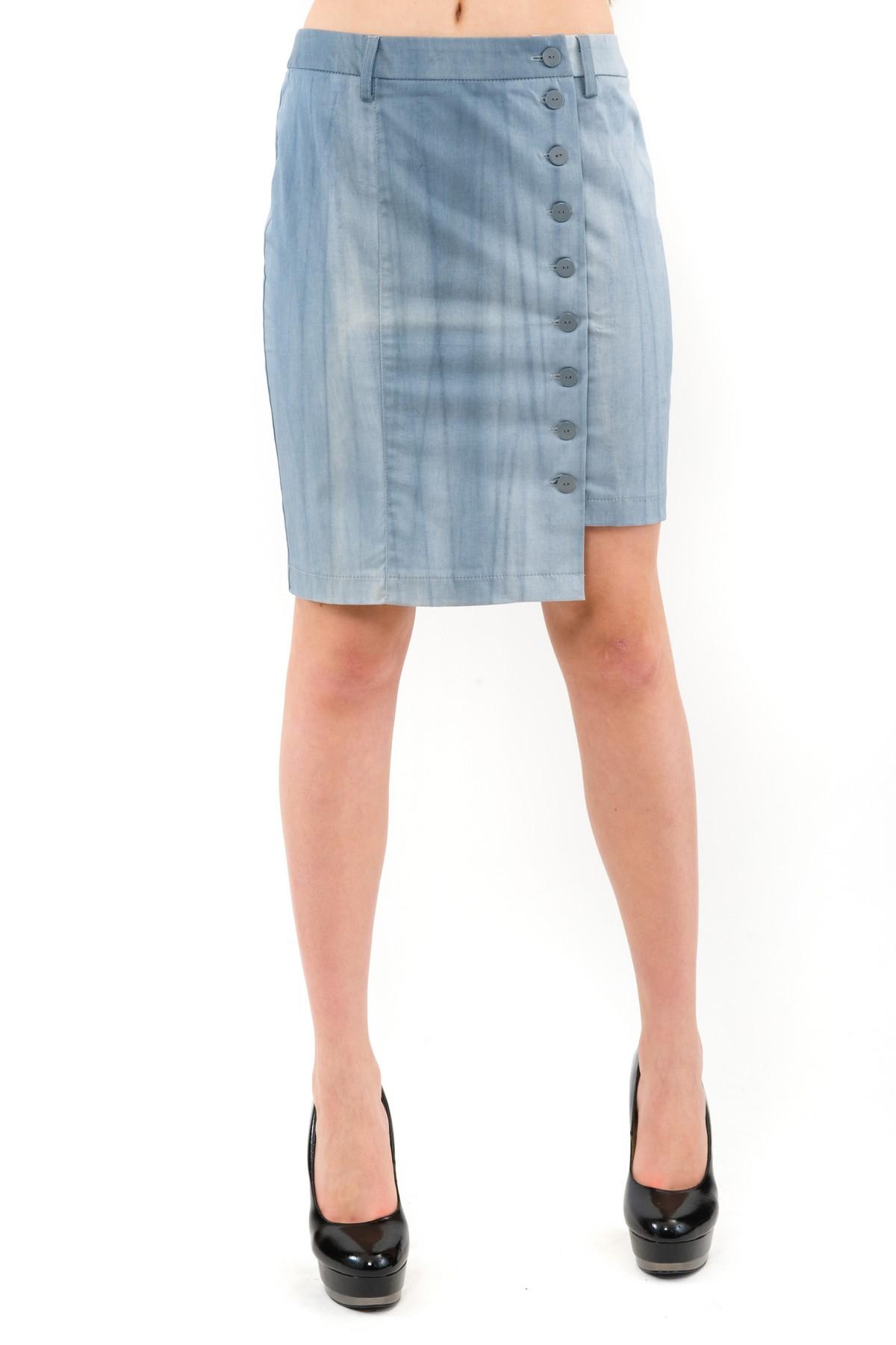 ЮбкаЖенские юбки и брюки<br>Стильная юбка Doctor E длины миди и облегающего силуэта для ярких и уверенных в своей неотразимости женщин. Изделие прекрасно сочетается со многими элементами гардероба.<br><br>Цвет: синий<br>Состав: 97% хлопок, 3% лайкра<br>Размер: 48,50,52<br>Страна дизайна: Россия<br>Страна производства: Россия