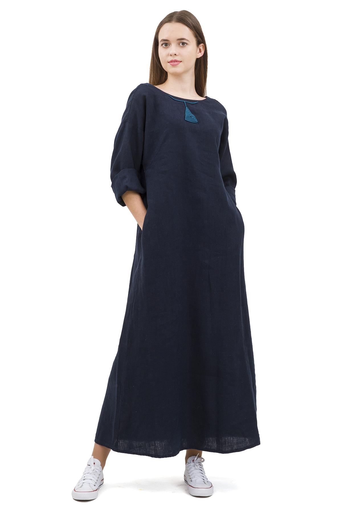 ПлатьеПлатья,  сарафаны<br>Стильное платье выполнено из натуральной ткани - льна. Данная модель удачно подчеркнет красоту Вашей фигуры, а яркая расцветка  не оставит Вас незамеченной.<br><br>Цвет: темно-синий<br>Состав: 100% лен<br>Размер: 42,44,46,48,50,52,54,56<br>Страна дизайна: Россия<br>Страна производства: Россия