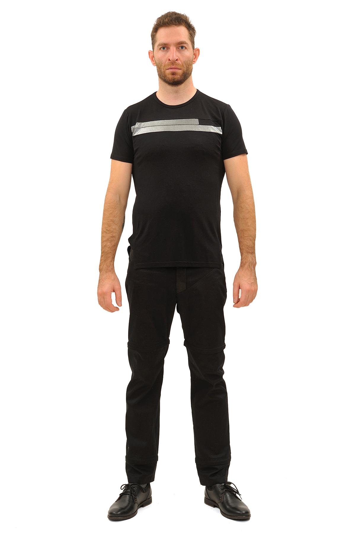ФутболкаМужские футболки, джемпера<br>Футболка – это удобный выбор на каждый день, поэтому она должна быть яркой и стильной, чтобы привнести в повседневный образ красок. Округлый вырез горловины, короткие рукава - все это футболка Doctor E, из высококачественного трикотажа, н<br><br>Цвет: черный<br>Состав: 92% вискоза, 8% лайкра<br>Размер: 44,46<br>Страна дизайна: Россия<br>Страна производства: Россия