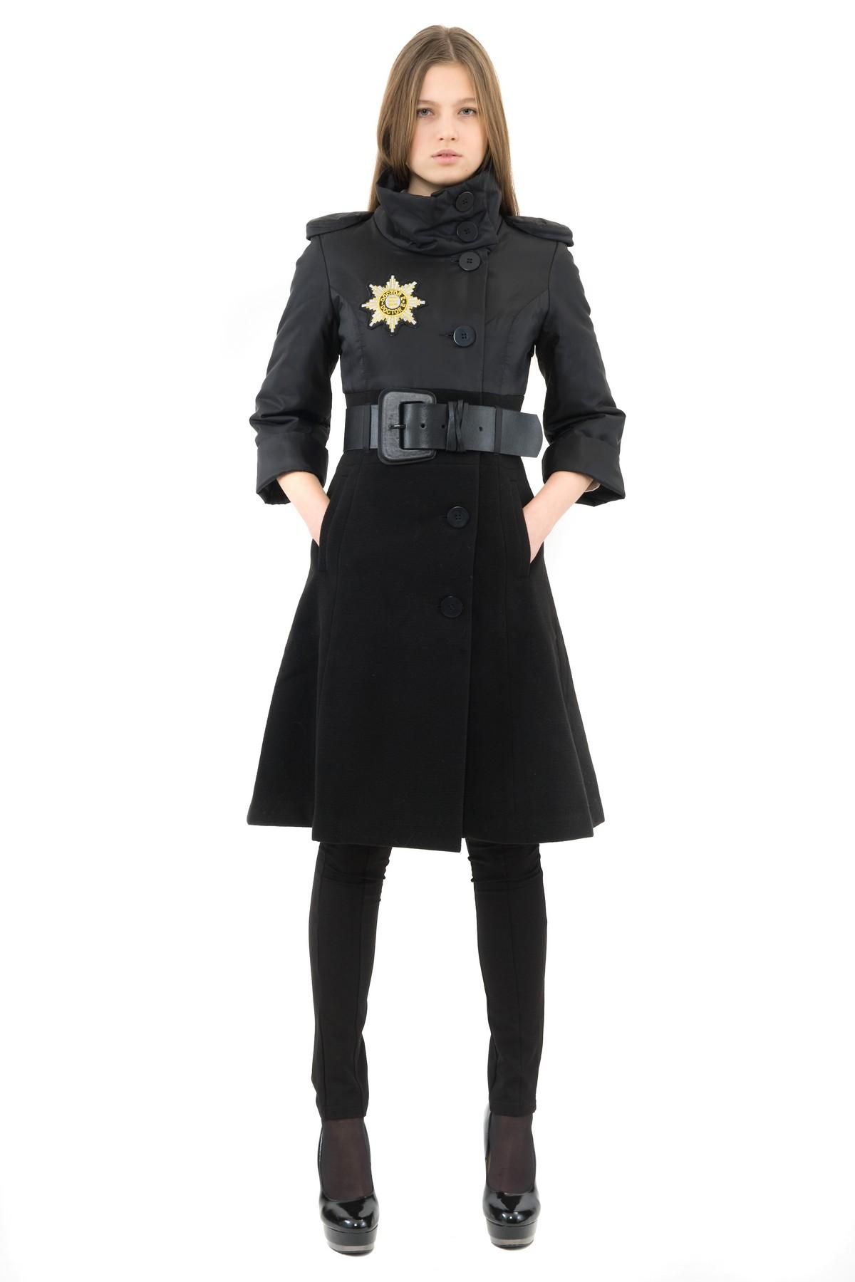 ПальтоЖенские куртки, плащи, пальто<br>В холодный осенний день очень важно ощущение тепла и комфорта. Это тепло может подарить Вам это очаровательное полупальто. Прекрасный вариант для создания стильного образа. Ремень в комплект не входит.  Коллекция Колонизация дизайнера Павла Ерокина осен<br><br>Цвет: черный<br>Состав: ткань1: 90 % полиэстер, 8% вискоза, 2% эластан; ткань2: 100% нейлон;<br>Размер: 40,46,48<br>Страна дизайна: Россия<br>Страна производства: Россия