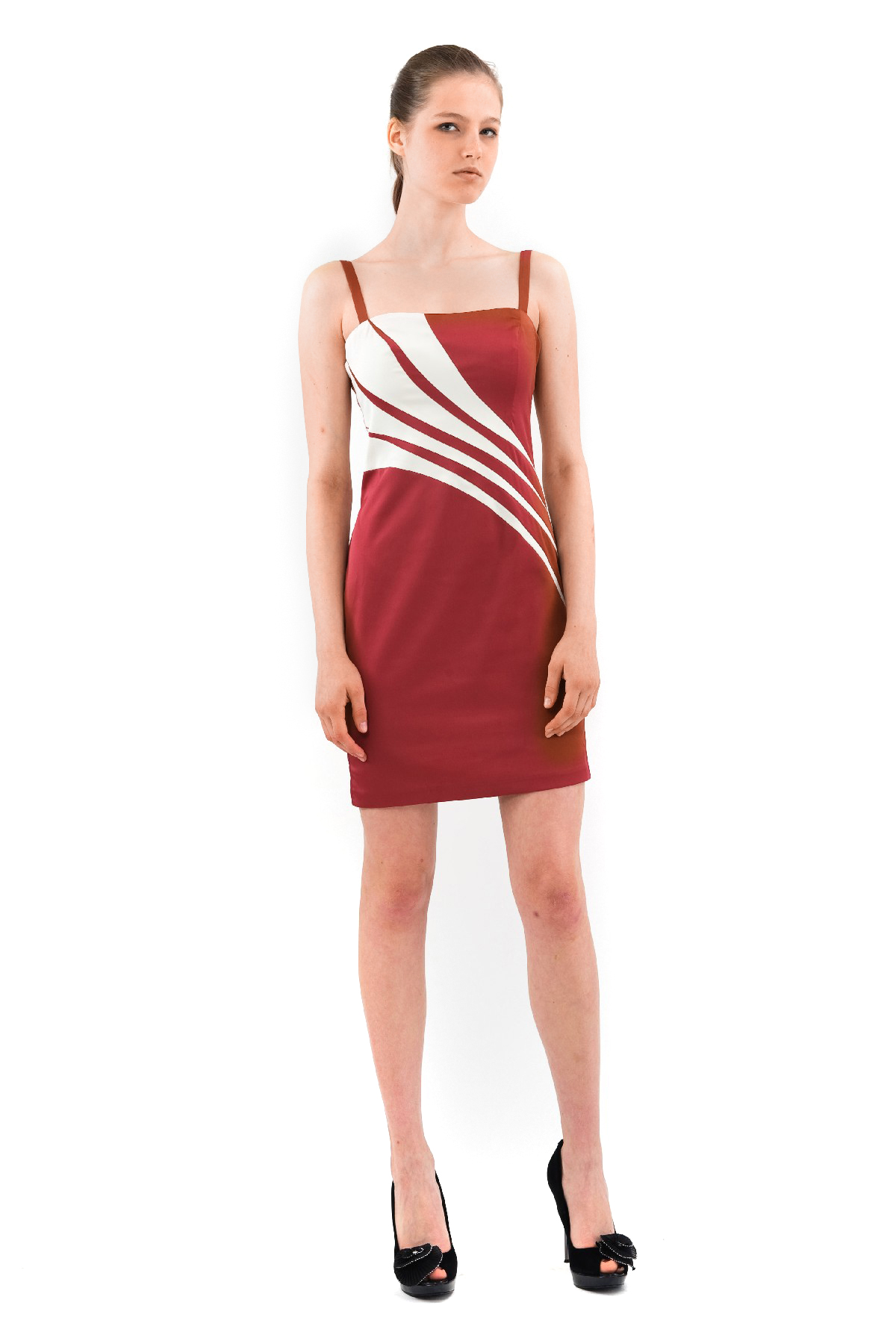 ПлатьеПлатья,  сарафаны<br>Поистине очаровательное, шикарное платье на бретельках. Великолепная модель приталенного силуэта подчеркивает все изгибы прелестной женской фигуры.<br><br>Цвет: бордовый,молочный<br>Состав: 100% полиэстер, подкладка-100% полиэстер<br>Размер: 42<br>Страна дизайна: Россия<br>Страна производства: Россия