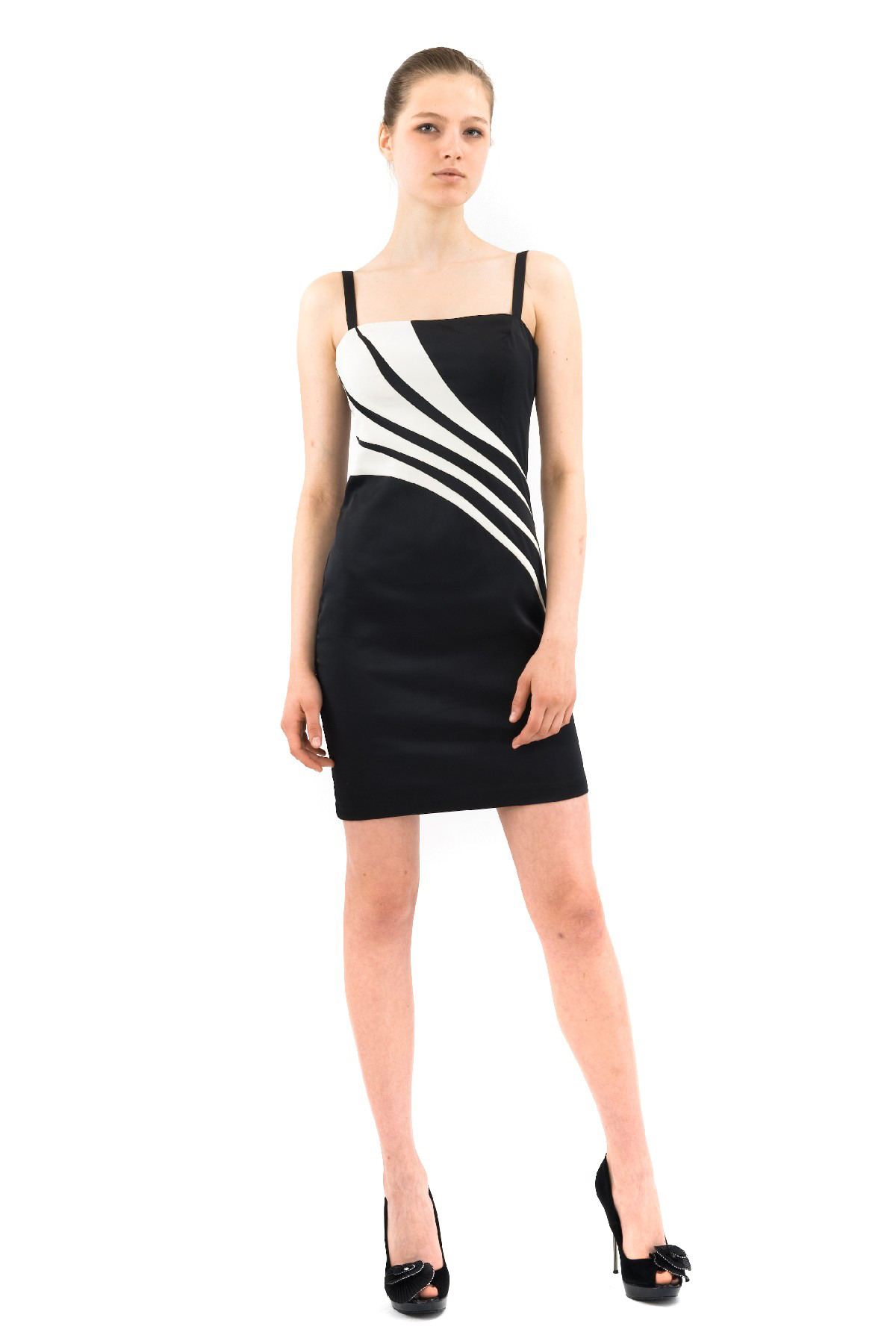 ПлатьеПлатья,  сарафаны<br>Поистине очаровательное, шикарное платье на бретельках. Великолепная модель приталенного силуэта подчеркивает все изгибы прелестной женской фигуры.<br><br>Цвет: черный,молочный<br>Состав: 100% полиэстер, подкладка-100% полиэстер<br>Размер: 42<br>Страна дизайна: Россия<br>Страна производства: Россия