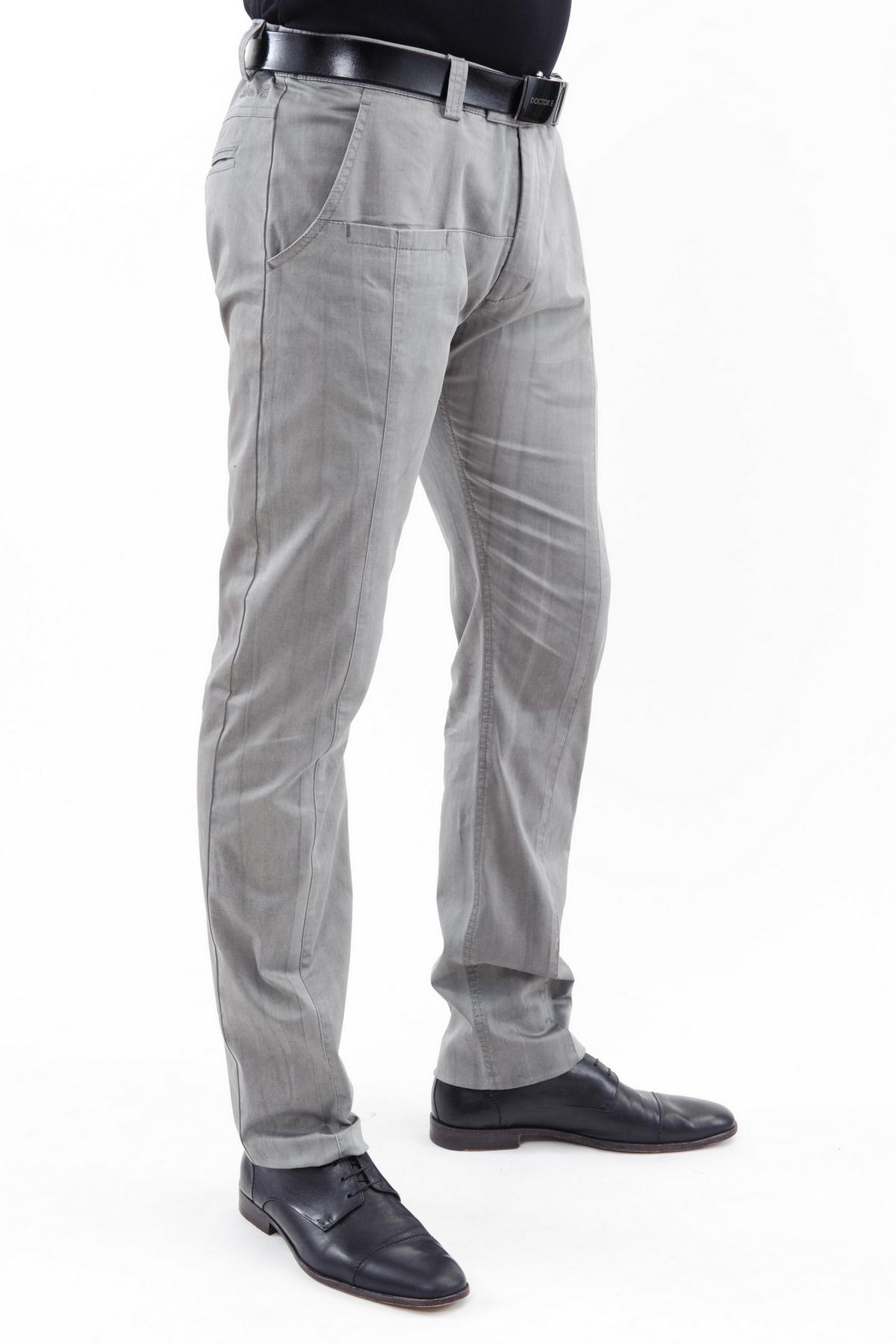 БрюкиБрюки, джинсы, шорты от производителя<br>Стильные брюки. Модель прямого силуэта не стесняет движений. Благодаря лаконичному дизайну эти брюки превосходно гармонируют с любой одеждой.Коллекция Троя дизайнера Павла Ерокина.<br><br>Цвет: серый<br>Состав: 97% хлопок, 3% лайкра<br>Размер: 44,48<br>Страна дизайна: Россия<br>Страна производства: Россия