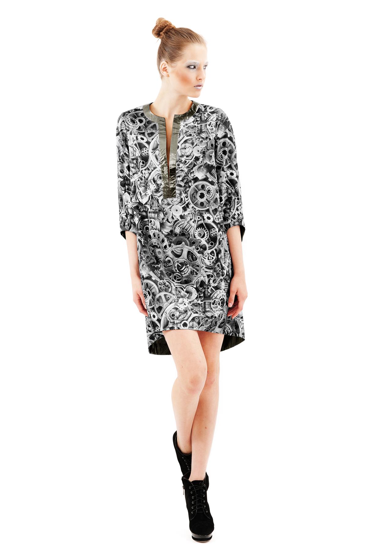 ПлатьеПлатья,  сарафаны<br>Оригинальное платье в  с тиле SteamPunk. Коллекция Пуходелические сны дизайнера Павла Ерокина.<br><br>Цвет: черно-белый<br>Состав: ткань1: 50% хлопок, 30% полиэстер, 17% вискоза, 3% эластан ткань2: 100% полиэстер<br>Размер: 48,50<br>Страна дизайна: Россия<br>Страна производства: Россия