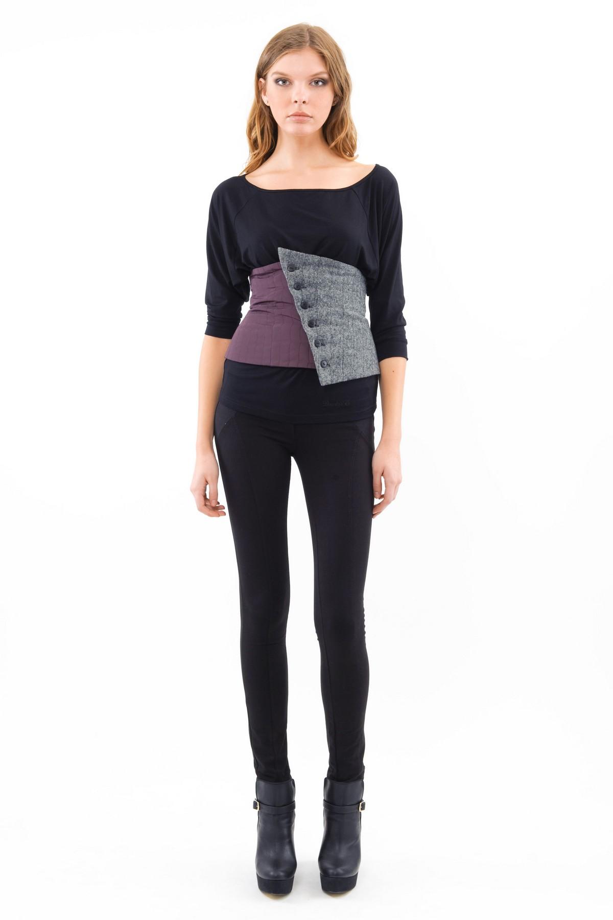 ЖилетЖакеты, жилеты<br>Стильный жилет от марки Doctor E! Оригинальное исполнение поразит Вас.  Вы можете его сочетать с подходящими брюками, юбками или же одевать как самостоятельный элемент гардероба .Приталенный покрой подчеркнет женственность силуэта и скроет недостатки фигу<br><br>Цвет: серый,сливовый<br>Состав: ткань1-100%полиэстер, ткань 2- 70%шерсть, 30%полиэстер, подкладка-100%полиэстер<br>Размер: 46,48,50,54<br>Страна дизайна: Россия<br>Страна производства: Россия