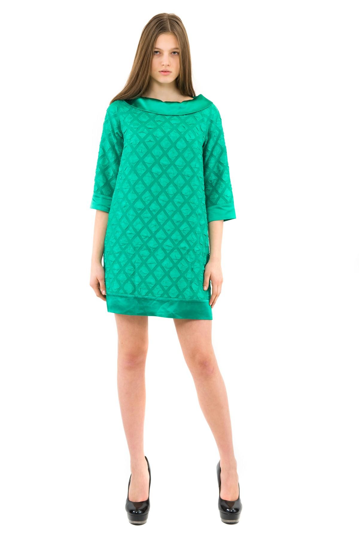 ПлатьеПлатья,  сарафаны<br>Изысканное жаккардовое платье  мини-длины преобразит любую девушку, придав ее образу неповторимую чувственность. Добавьте в свой гардероб нотку настоящего изысканного шика вместе с этим ярким стильным очаровательным платьем!<br><br>Цвет: зеленый<br>Состав: 95% полиэстер, 5% лайкра<br>Размер: 50<br>Страна дизайна: Россия<br>Страна производства: Россия