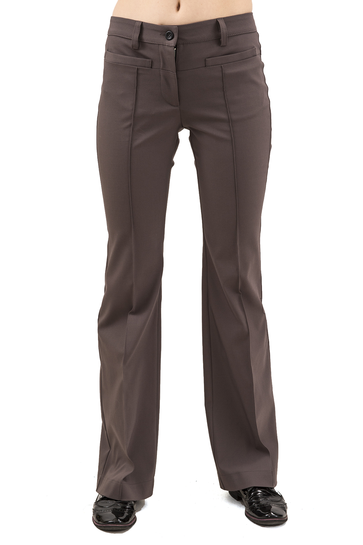 БрюкиЖенские юбки и брюки<br>Брюки – это всегда обворожительно и сексуально. Практичные, удобные, красивые и универсальные. Брюки – необходимый элемент женского гардероба, который позволит Вам выглядеть превосходно в любой ситуации.<br><br>Цвет: коричневый<br>Состав: 62% хлопок, 33% полиэстер, 5% эластан<br>Размер: 40,42,44,48,50<br>Страна дизайна: Россия<br>Страна производства: Россия
