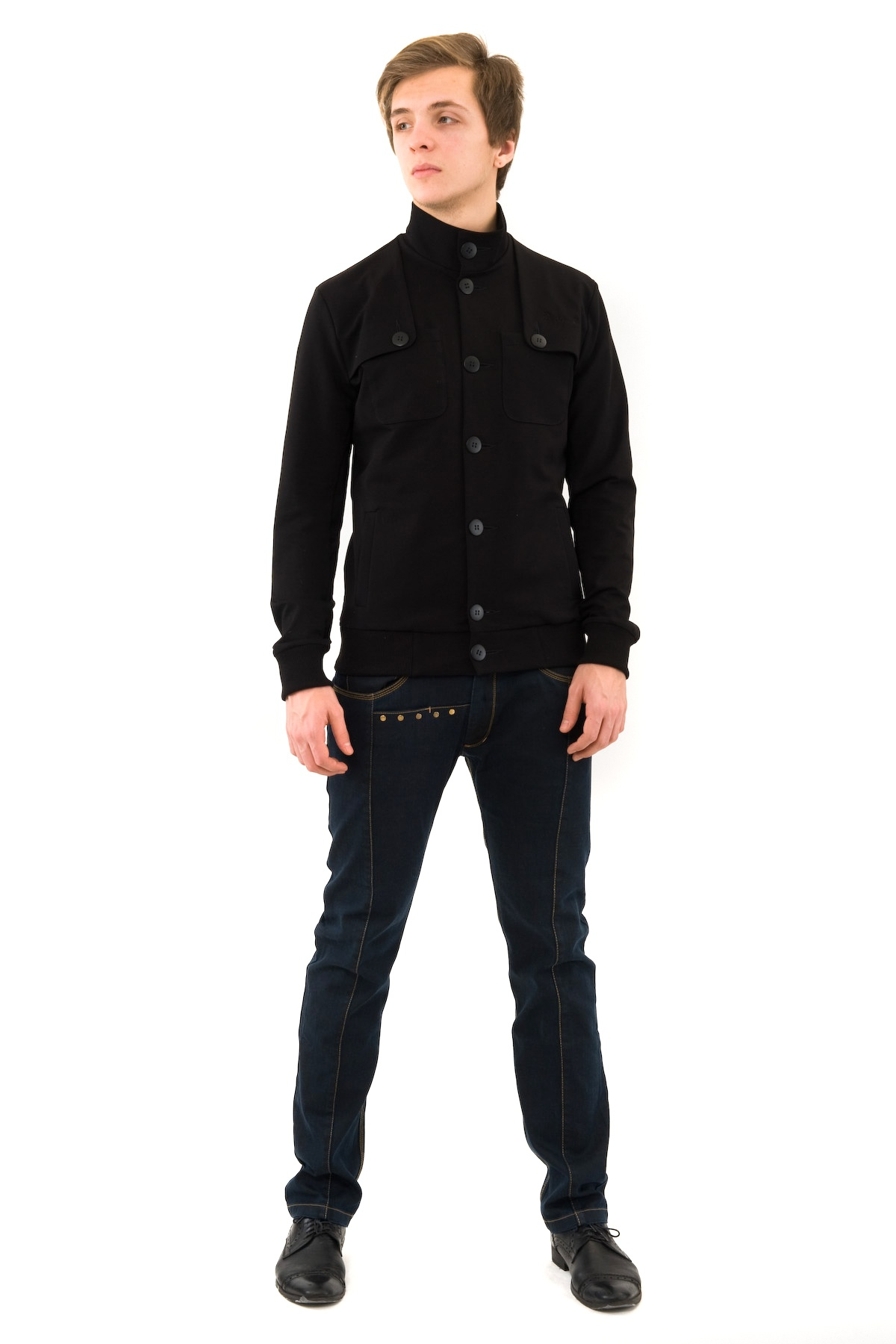 КурткаМужские футболки, джемпера<br>Оригинальная и лаконичная по дизайну куртка станет незаменимой вещью для современного мужчины.Модель будет удачно гармонировать с любыми предметами гардероба и аксессуарами. Идеальный вариант для создания образа в стиле Casual.<br><br>Цвет: черный<br>Состав: 70% хлопок, 30% полиэстер<br>Размер: 58,60<br>Страна дизайна: Россия<br>Страна производства: Россия
