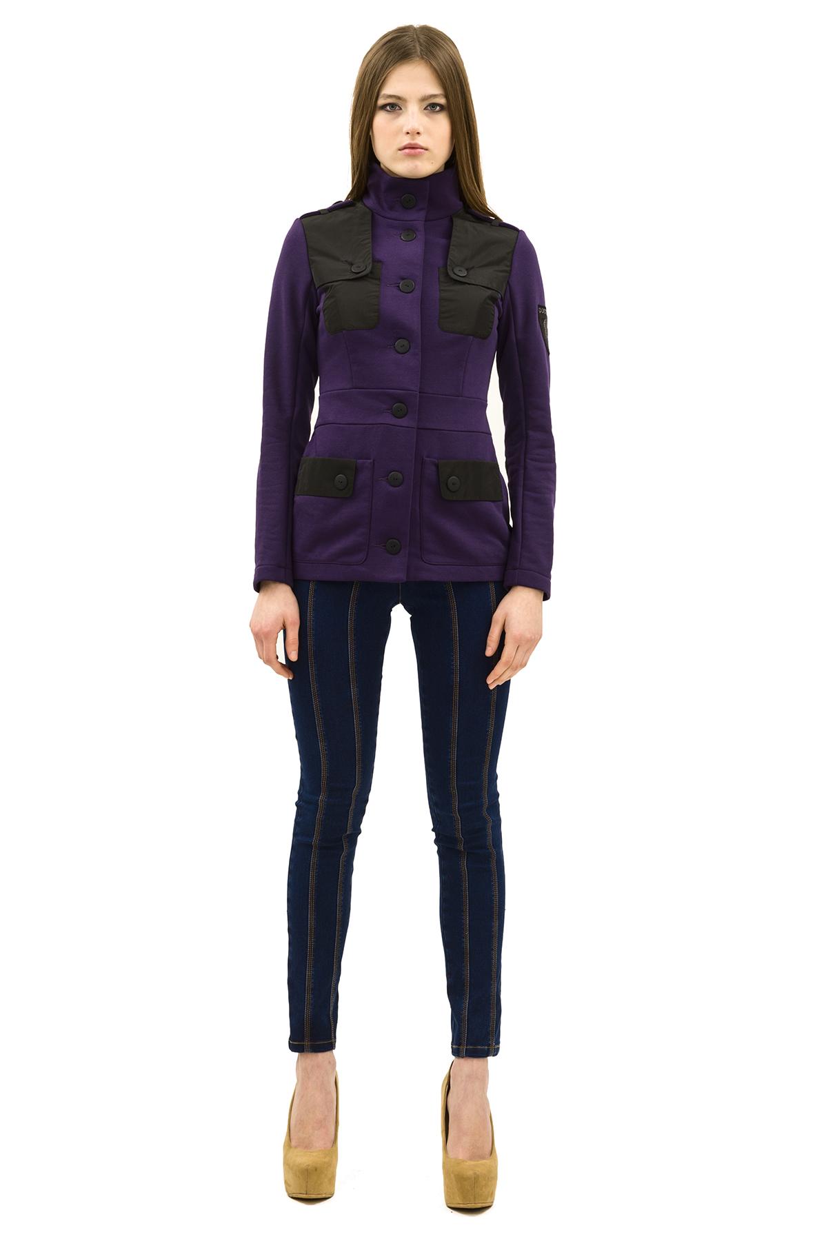 КурткаЖакеты, жилеты<br>Оригинальная и лаконичная по дизайну куртка станет незаменимой вещью для современной женщины. Модель будет удачно гармонировать с любыми предметами гардероба и аксессуарами. Идеальный вариант для создания образа в стиле Casual.<br><br>Цвет: фиолетовый,черный<br>Состав: 70% хлопок, 30% полиэстер<br>Размер: 42,44,46,48,50,52,54<br>Страна дизайна: Россия<br>Страна производства: Россия