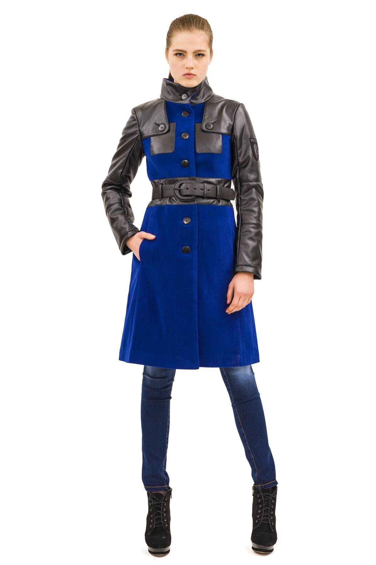 ПальтоЖенские куртки, плащи, пальто<br>Стильное пальто, выполненное в оригинальной контрастной цветовой гамме.  Необычные вставки из кож. зама отлично разбавляет собой лаконичный дизайн этого пальто. Яркий, женственный вариант для холодного сезона<br><br>Цвет: черный,синий<br>Состав: 65% полиэстер, 18% вискоза, 15% шерсть, 2% эластан<br>Размер: 42,44<br>Страна дизайна: Россия<br>Страна производства: Россия