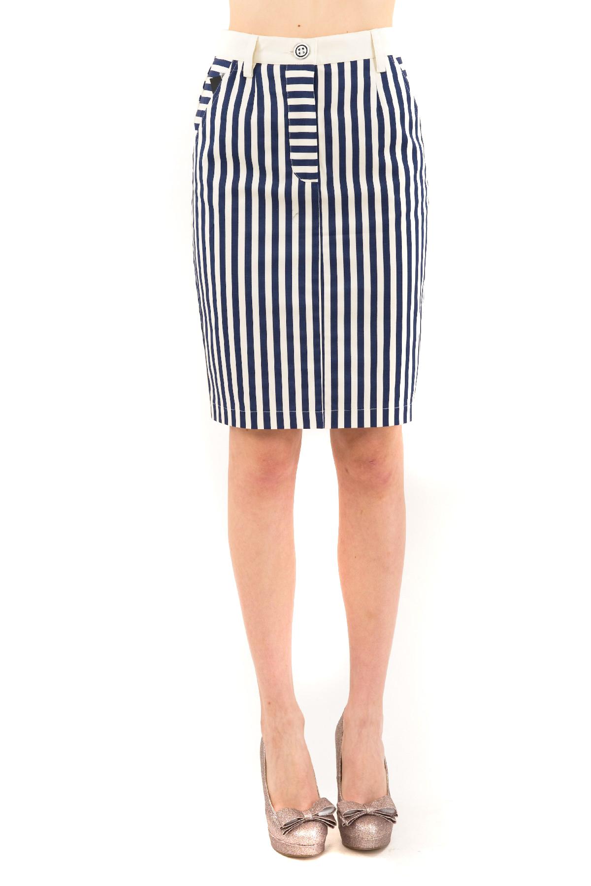 ЮбкаЖенские юбки и брюки<br>Любишь быть в центре внимания? Значит, эта элегантная дизайнерская юбка создана специально для тебя!Яркая, стильная юбка, отвечающая последним fashion- тенденциям, создана для девушек, разбирающихся в модных новинках.<br><br>Цвет: молочный,зеленый<br>Состав: 97% хлопок, 3% лайкра<br>Размер: 40,42,46<br>Страна дизайна: Россия<br>Страна производства: Россия