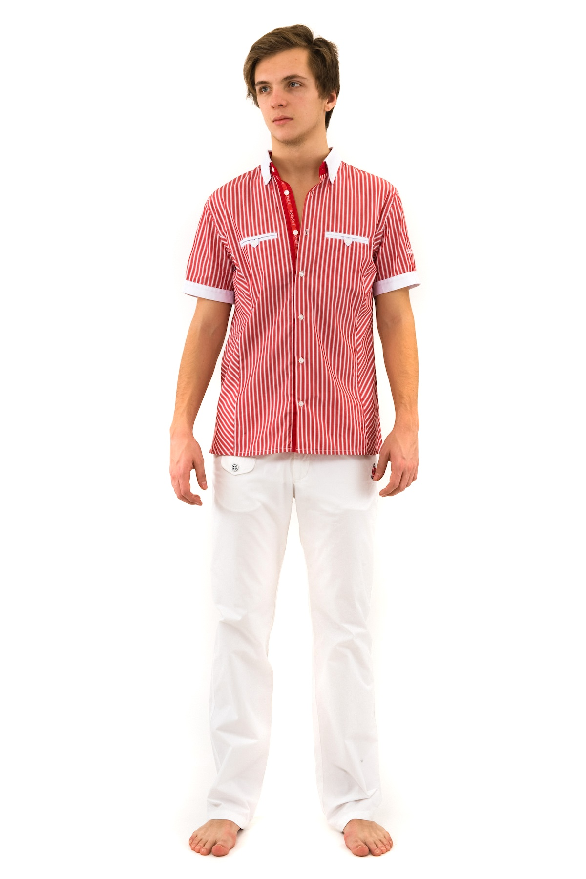 РубашкаМужские рубашки<br>Сорочка мужская с оригинальной вышивкой на левом рукаве, с функциональными нагрудными прорезными карманами.<br><br>Цвет: красный<br>Состав: 100% хлопок<br>Размер: 44,46,48<br>Страна дизайна: Россия<br>Страна производства: Россия