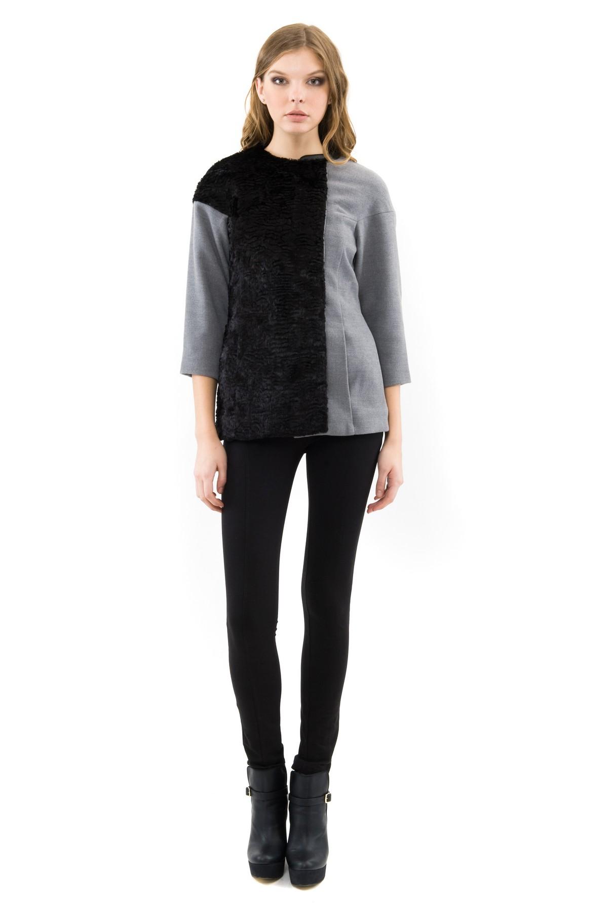 КурткаЖенские куртки, плащи, пальто<br>Потрясающая куртка подчеркнет Ваш элегантный и женственный образ. Выполнено  из сукна и дополнено отделкой из искусственного каракуля и кож.зама. Благодаря своему необычному дизайну изделие займет достойное место в Вашем гардеробе.<br><br>Цвет: серый,черный<br>Состав: ткань1 - 60% ацетат, 21% полиэстер, 19% хлопок, ткань2 - 90% полиэстер,8% вискоза, 2% лайкра, подкладка -54%полиэстер, 46% вискоза<br>Размер: 44,46,48,50,52,54,56,58,60<br>Страна дизайна: Россия<br>Страна производства: Россия