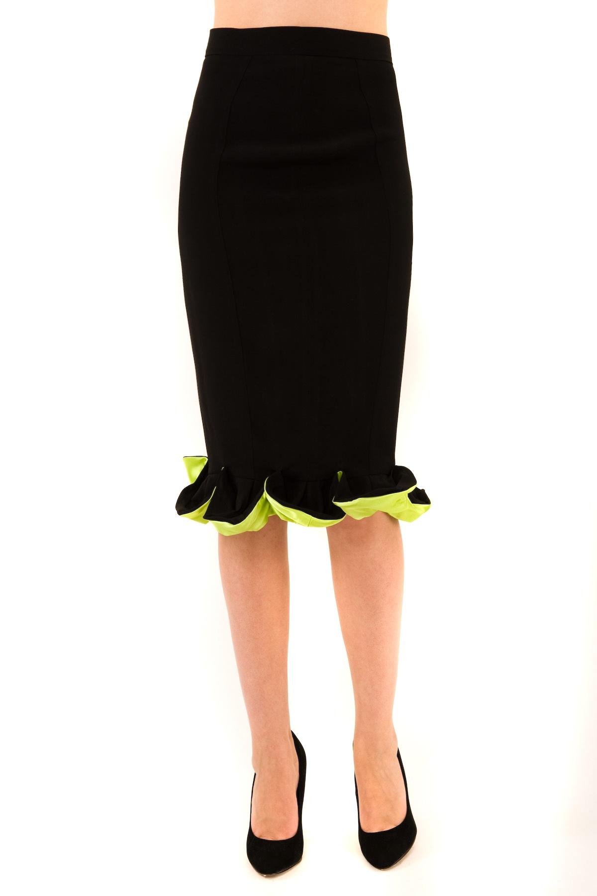 ЮбкаЖенские юбки и брюки<br>Стильная юбка Doctor E классической расцветки. Изделие привнесет в Ваш образ изысканную элегантность и непревзойденную роскошь. Идеально подойдет как для повседневного, так и для вечернего гардероба.<br><br>Цвет: черный,лайм<br>Состав: 99% вискоза, 1% лайкра<br>Размер: 40,42,44,46,48,56<br>Страна дизайна: Россия<br>Страна производства: Россия