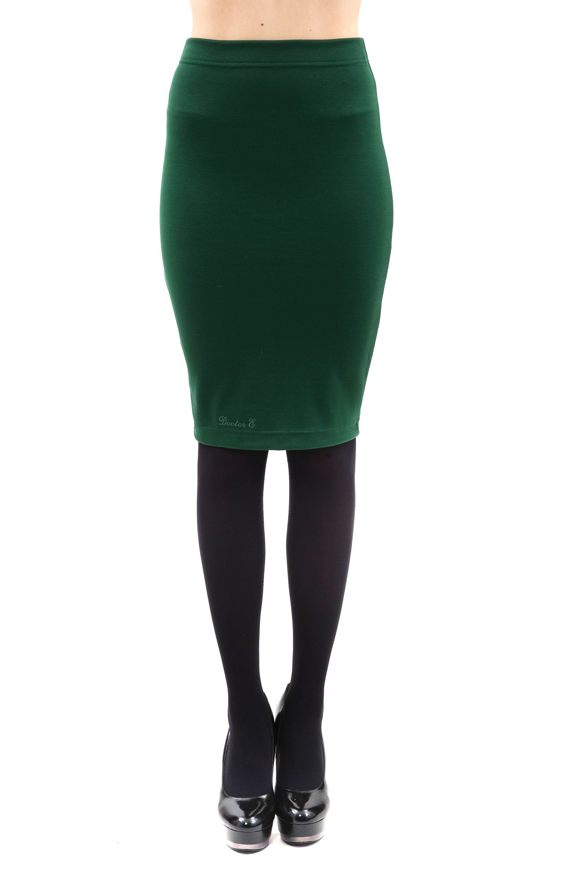 ЮбкаЖенские юбки и брюки<br>Стильная юбка классической расцветки. Изделие привнесет в Ваш образ изысканную элегантность. Идеально подойдет как для повседневного, так и для вечернего гардероба.<br><br>Цвет: зеленый<br>Состав: 60%вискоза, 35%полиэстер, 5%лайкра<br>Размер: 42,44,48<br>Страна дизайна: Россия<br>Страна производства: Россия