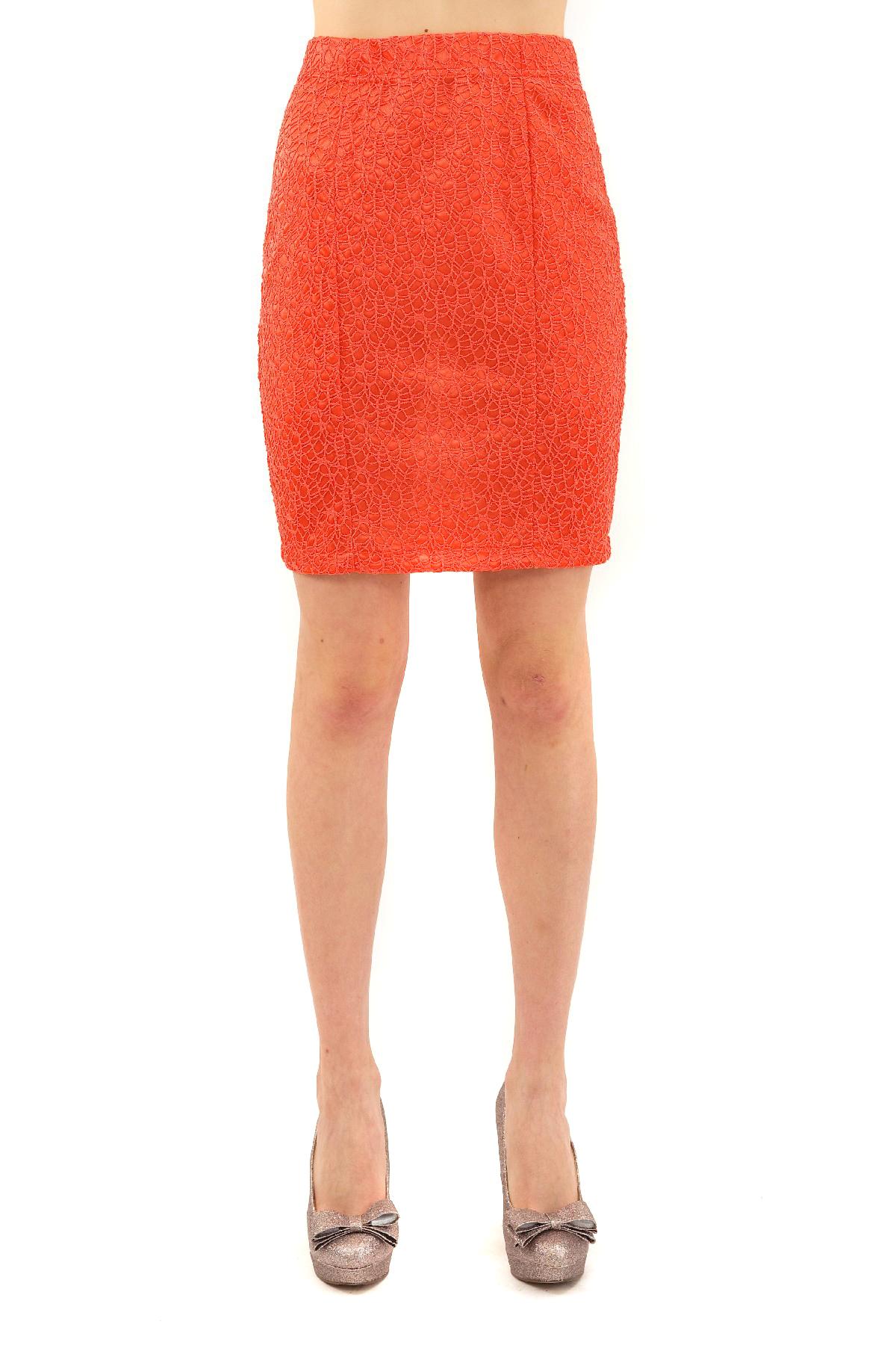 ЮбкаЖенские юбки и брюки<br>Прекрасная юбка актуальной длины , выполненная из высококачественного материала, дарит комфорт и уверенность движений. Отличный вариант для женского гардероба.<br><br>Цвет: коралловый<br>Состав: 100 % полиэстер<br>Размер: 42,44,46,48<br>Страна дизайна: Россия<br>Страна производства: Россия