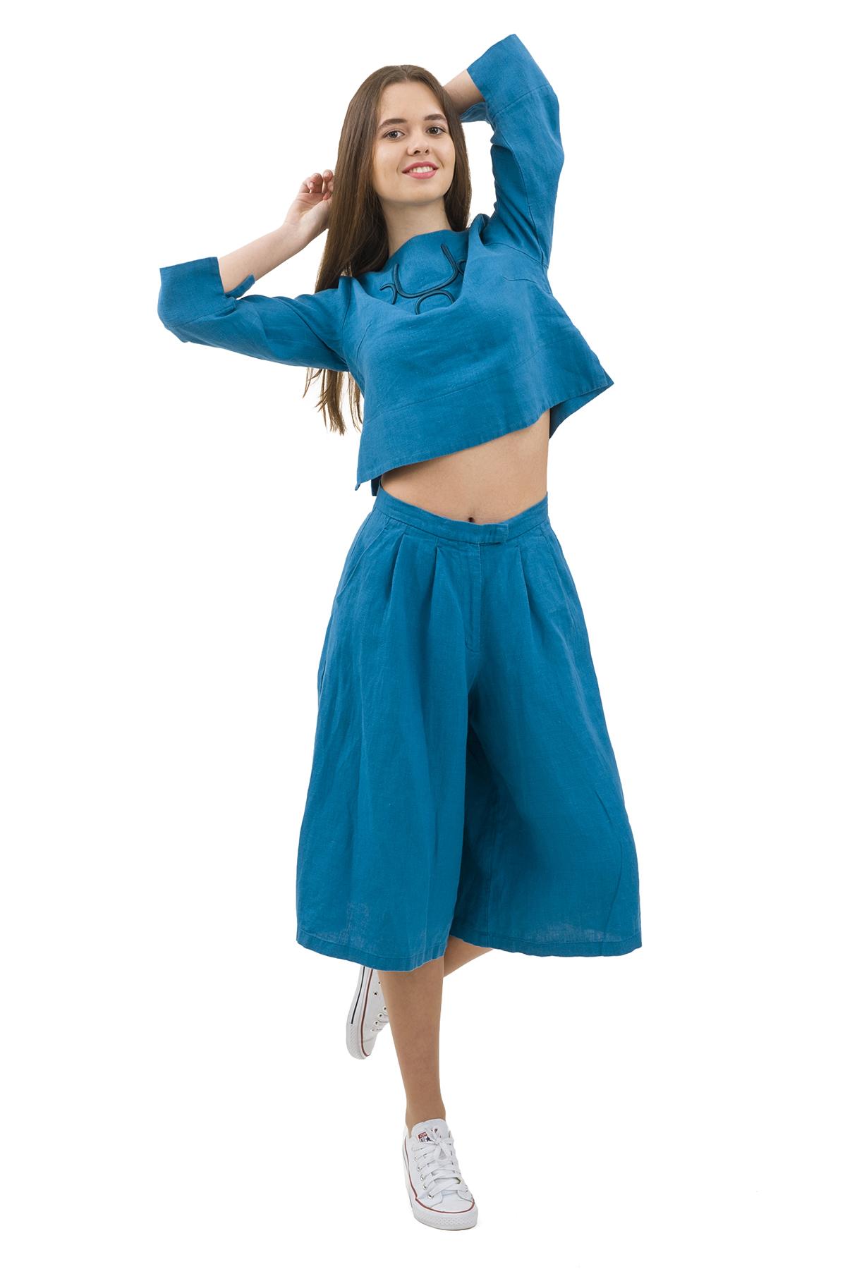 КостюмПлатья,  сарафаны<br>Стильный костюм выполнен из натуральной ткани - льна. Данная модель удачно подчеркнет красоту Вашей фигуры, а яркая расцветка  не оставит Вас незамеченной.<br><br>Цвет: бирюзовый<br>Состав: 100% лен<br>Размер: 40,42,44,46,50<br>Страна дизайна: Россия<br>Страна производства: Россия