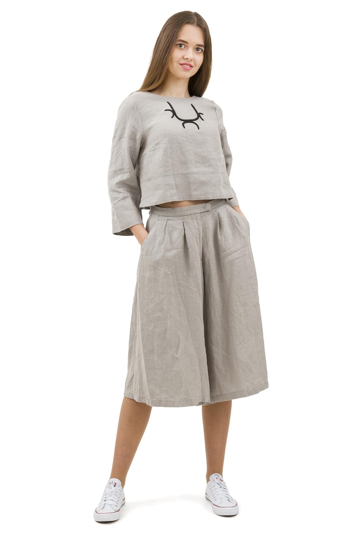 КостюмПлатья,  сарафаны<br>Стильный костюм выполнен из натуральной ткани - льна. Данная модель удачно подчеркнет красоту Вашей фигуры, а яркая расцветка  не оставит Вас незамеченной.<br><br>Цвет: серый<br>Состав: 100% лен<br>Размер: 40,42,44,46,50<br>Страна дизайна: Россия<br>Страна производства: Россия
