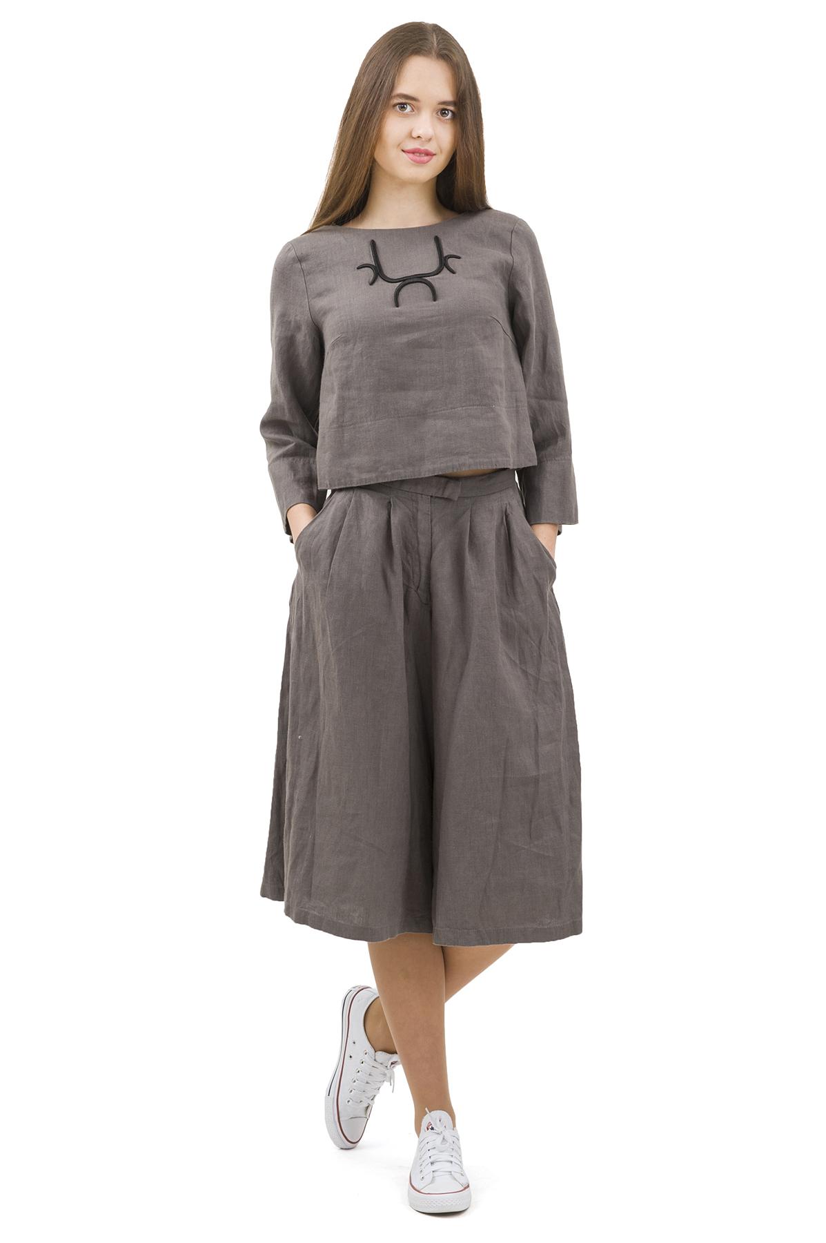 КостюмПлатья,  сарафаны<br>Стильный костюм выполнен из натуральной ткани - льна. Данная модель удачно подчеркнет красоту Вашей фигуры, а яркая расцветка  не оставит Вас незамеченной.<br><br>Цвет: темно-серый<br>Состав: 100% лен<br>Размер: 40,42,44,46,50<br>Страна дизайна: Россия<br>Страна производства: Россия