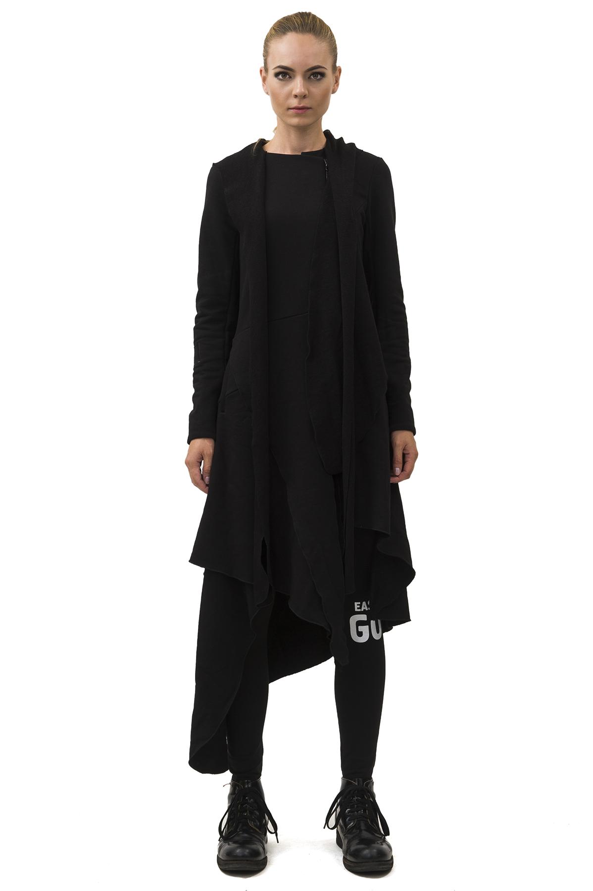ПальтоЖенские куртки, плащи, пальто<br>Пальто Pavel Yerokin выполнено из ткани рокко. Особенности: сложный расчлененный, асимметричный крой, застежка на молнии, заостренный капюшон, длинный рукав.<br><br>Цвет: черный<br>Состав: Хлопок - 70%, Полиэстер - 30%<br>Размер: 40,42,44,46,48,50,52,54<br>Страна дизайна: Россия<br>Страна производства: Россия