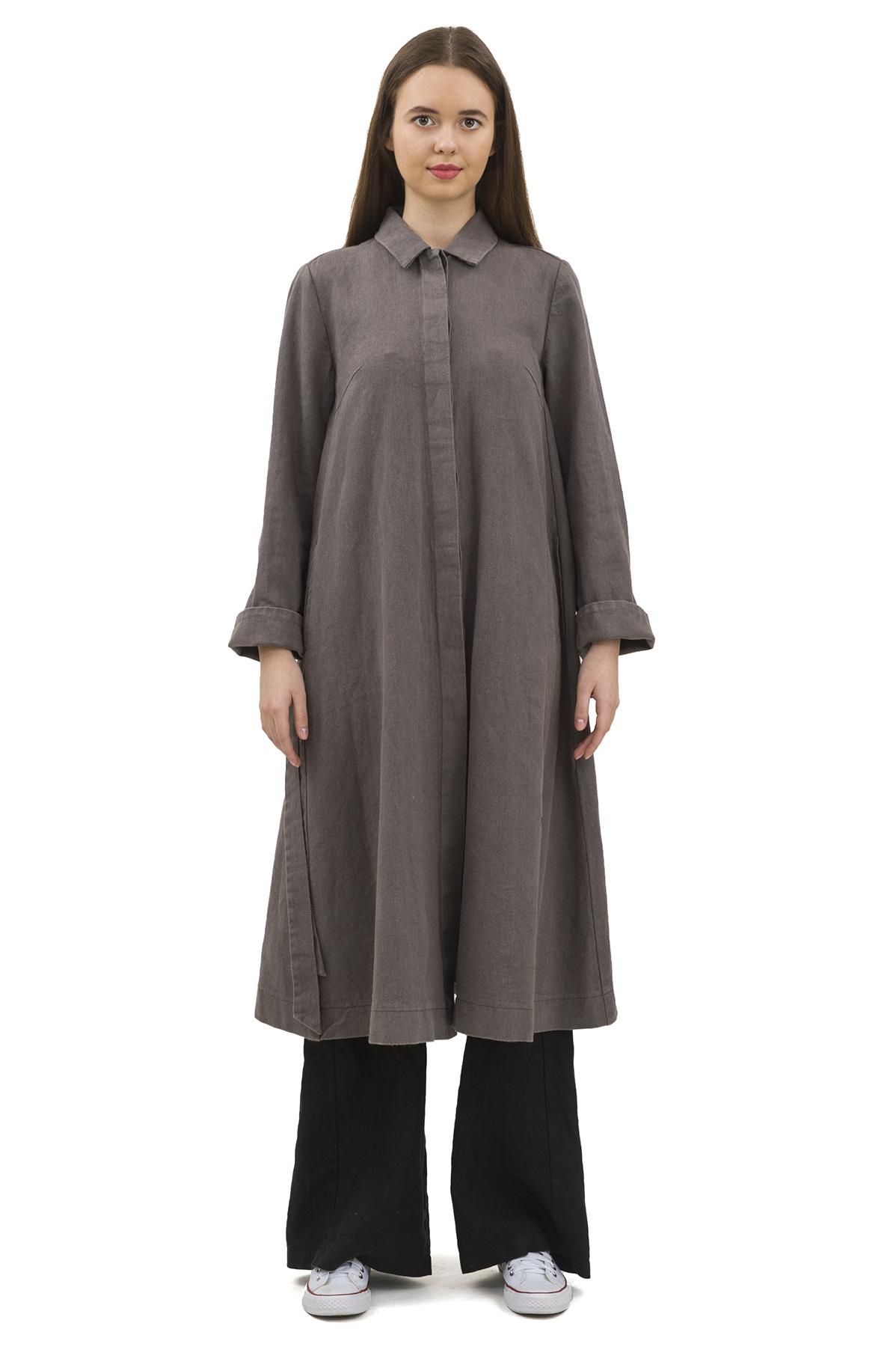 ПлащЖенские куртки, плащи, пальто<br>Женский плащ бренда Pavel Yerokin выполнен из плотного льна. Особенности: свободный силуэт, расклешенный крой, рукава с отворотом, супатная застежка, вышивка логотипа бренда.<br><br>Цвет: серый<br>Состав: Лен - 75%, Хлопок - 25%<br>Размер: 40,42,44,46,48<br>Страна дизайна: Россия<br>Страна производства: Россия