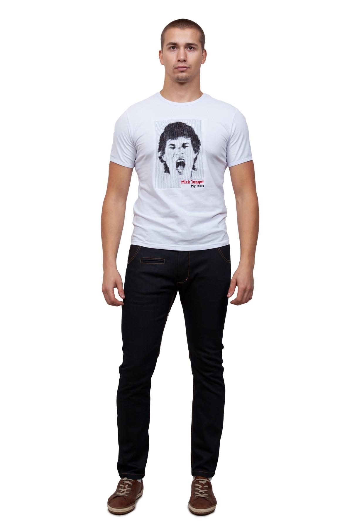 ФутболкаМужские футболки, джемпера<br>Стильная футболка для тех, кто ведет активный образ жизни и любит быть в центре внимания. Классический крой с округлым вырезом горловины и оригинальной вышивкой контрастного цвета на груди. Легкий натуральный трикотаж подарит Вам чувство комфорта.<br><br>Цвет: белый<br>Состав: 92% хлопок 8% лайкра<br>Размер: 56,58,60<br>Страна дизайна: Россия<br>Страна производства: Россия