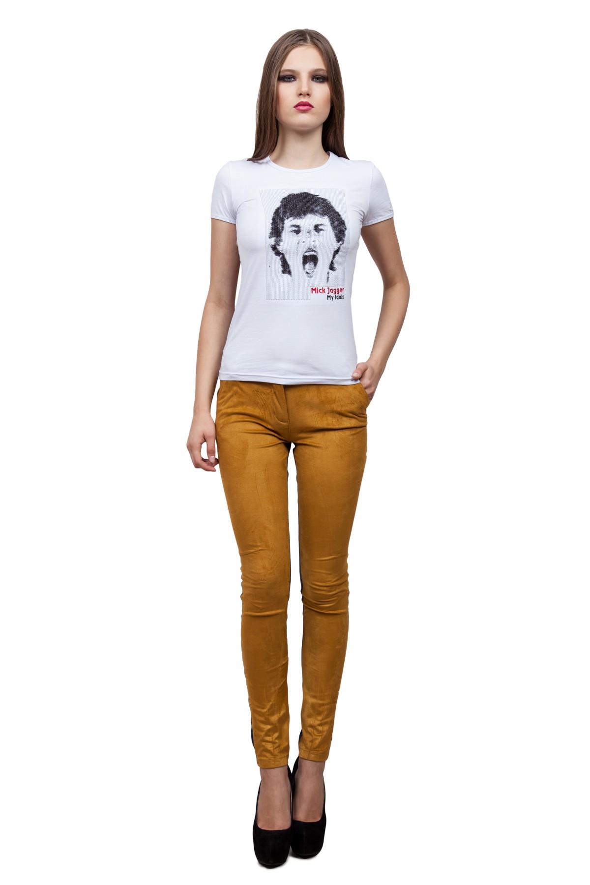 ФутболкаТрикотаж<br>Стильная футболка из высококачественного трикотажного полотна – идеальный вариант для современных девушек. Модель облегающего комфортного кроя, с округлым вырезом горловины и короткими рукавами. Декорированная на груди оригинальной вышивкой контрастного ц<br><br>Цвет: белый<br>Состав: 92% хлопок 8% лайкра<br>Размер: 40,42,44,46,48,50,52,54,56,58,60<br>Страна дизайна: Россия<br>Страна производства: Россия