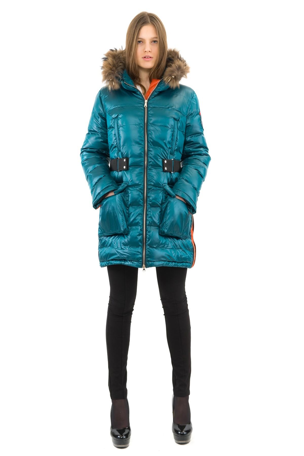 ПуховикЗимние куртки, пальто, пуховики<br>Если Вы любите тепло и уют, тогда Вам идеально подойдет этот замечательный пуховик. Утеплитель из высококачественного Российского пуха обеспечивает хорошую терморегуляцию и максимальный уровень комфорта. Модель выполнена из ветронепродуваемой, водоотталки<br><br>Цвет: изумрудный,оранжевый<br>Состав: ткань - 100% полиэстер,подкладка - 100% полиэстер,утеплитель:100% пух<br>Размер: 50,52<br>Страна дизайна: Россия<br>Страна производства: Россия