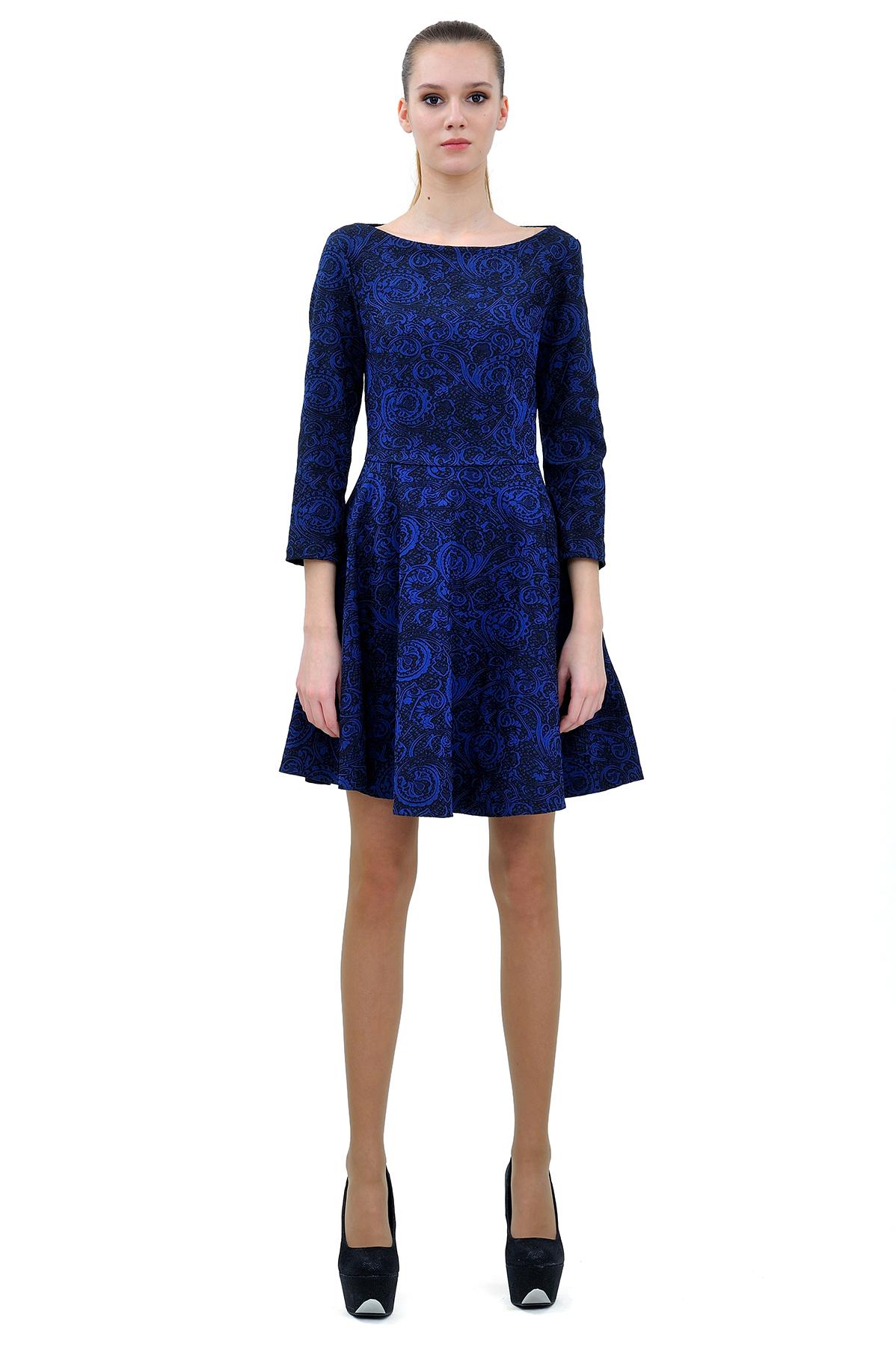 ПлатьеПлатья,  сарафаны<br>Привлекательное платье, выполненное из  жаккарда.  Изделие соблазнительной длины подчеркнет стройность и красоту Ваших ног.<br><br>Цвет: синий<br>Состав: хлопок 65%,полиэстер 30%,лайкра 5%<br>Размер: 40,44,46,48<br>Страна дизайна: Россия<br>Страна производства: Россия