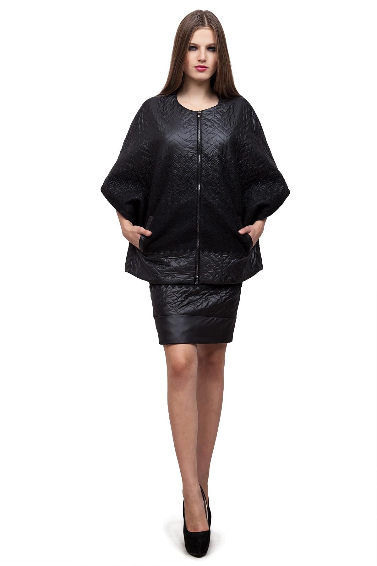 ПончоЖенские куртки, плащи, пальто<br>Превосходное пончо не оставит равнодушной ни одну модницу. Выполнена из итальянской ткани , в состав ,которой входит шерсть, надежно сохраняет тепло. В этом изделии Вы всегда будете в центре внимания.<br><br>Цвет: черный<br>Состав: 62%полиэстер, 38%шерсть,подкладка -54%полиэстер, 46%вискоза<br>Размер: 52,60<br>Страна дизайна: Россия<br>Страна производства: Россия