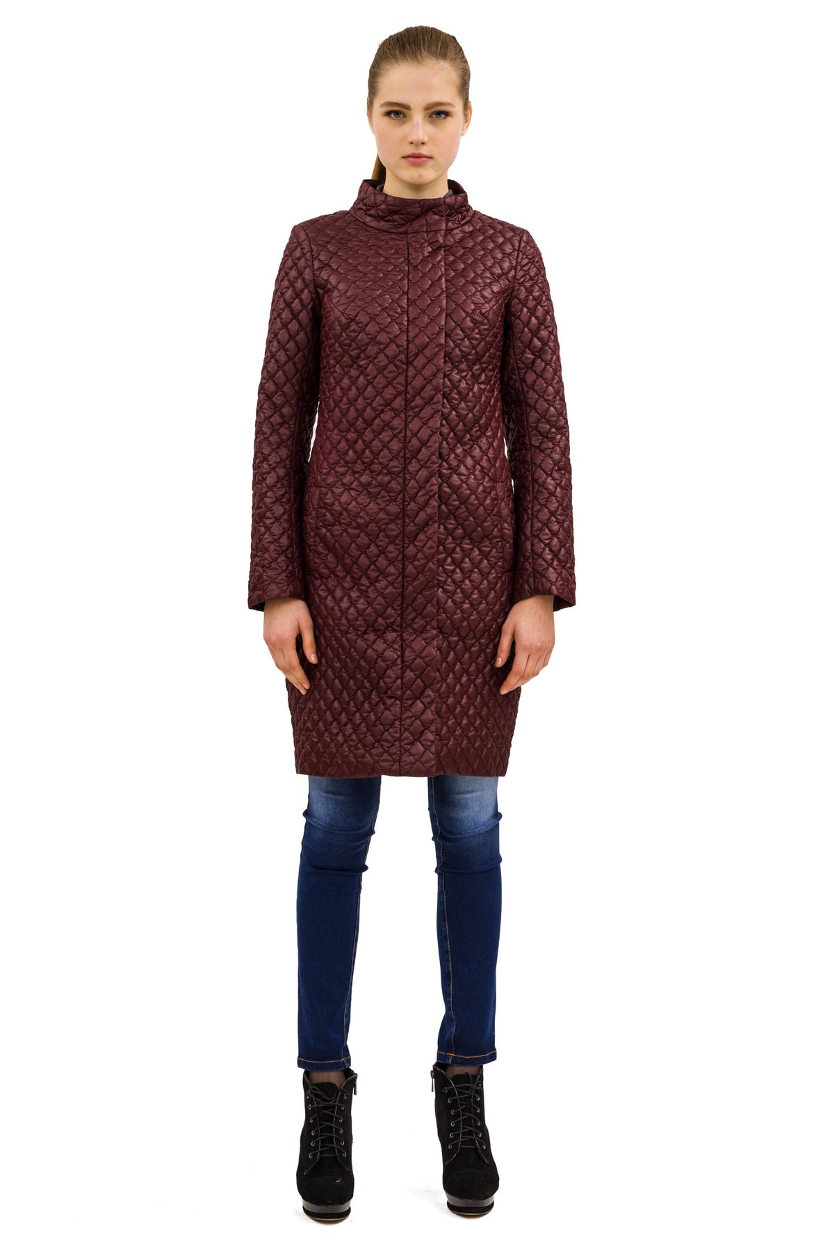 ПальтоЖенские куртки, плащи, пальто<br>Bосхитительный вариант для тех, кто предпочитает стильные решения - элегантное пальтоDoctor Eсдержанного модного дизайна, который подчеркнет Ваш безупречный вкус.<br><br>Цвет: бордовый <br>Состав: 100%полиэстер, подкладка - 100%полиэстер<br>Размер: 40,50<br>Страна дизайна: Россия<br>Страна производства: Россия