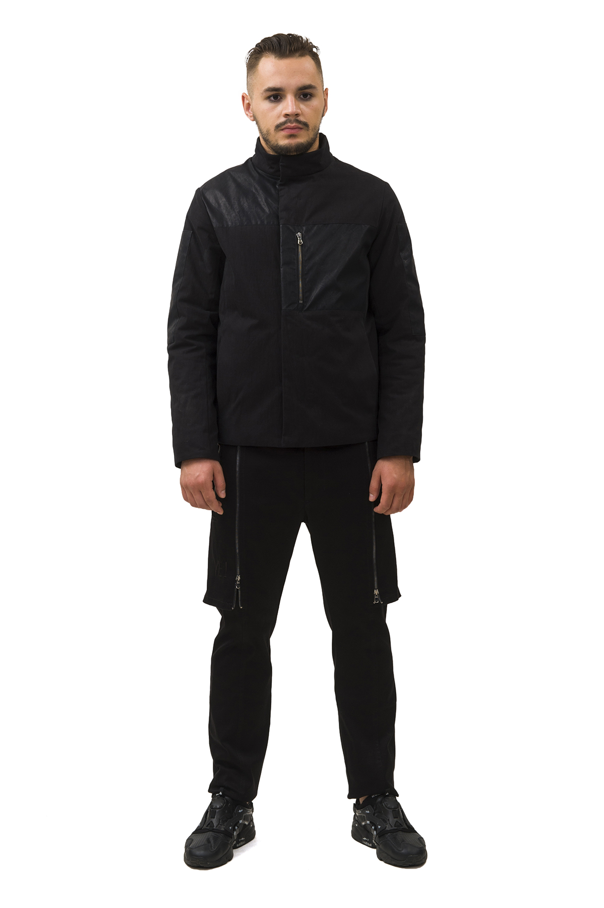 КурткаКуртки, пальто, ветровки<br>Куртка  Pavel Yerokin выполнена из прочного хлопкового текстиля. Особенности: прямой крой, 1 накладной карман из вощенной ткани, 2 кармана в боковых швах, 1 внутренний карман.<br><br>Цвет: черный<br>Состав: Материал 1 - Хлопок - 73%, Нейлон - 27%  Материал 2 - Полиэстер - 100%<br>Размер: 44,46,48,50,52<br>Страна дизайна: Россия<br>Страна производства: Россия