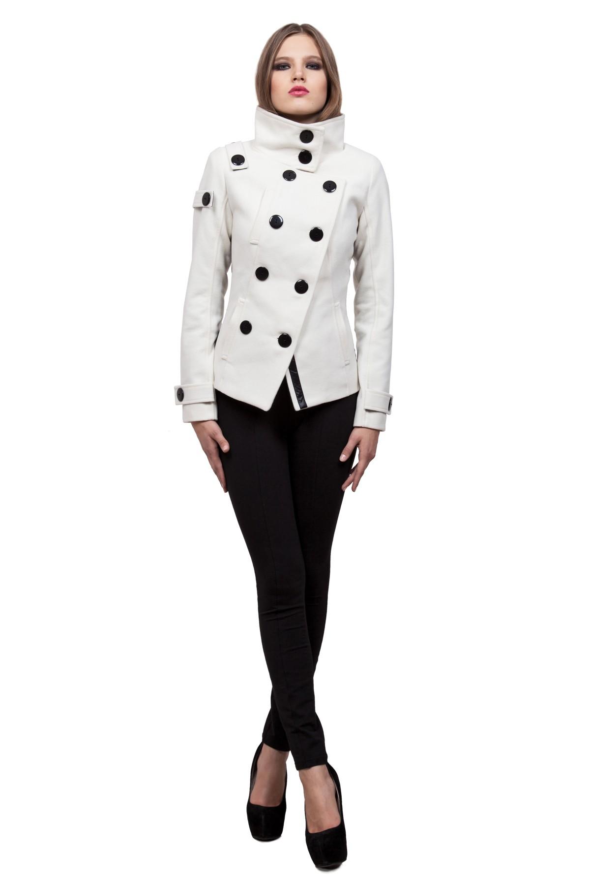 ПальтоЖенские куртки, плащи, пальто<br>Классическое пальто в современном исполнении. Двубортная застежка придает модели строгий вид, а косые линии кроя - уникальность и эксклюзивность. Изделие подчеркнет Ваш неповторимый вкус.<br><br>Цвет: молочный<br>Состав: ткань - 75%полиэстер, 24% вискоза, 1% лайкра, утеплитель - 100%полиэстер, подкладка - 100%полиэстер<br>Размер: 40,42,44,46,48,50,52,54<br>Страна дизайна: Россия<br>Страна производства: Россия
