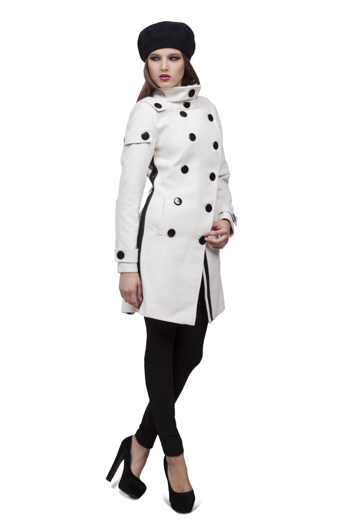 ПальтоЖенские куртки, плащи, пальто<br>Классическое пальто в современном исполнении. Двубортная застежка придает модели строгий вид, а косые линии кроя - уникальность и эксклюзивность. Создаст строгий уверенный образ и согреет Вас в прохладную погоду.<br><br>Цвет: молочный<br>Состав: ткань - 64%полиэстер, 31% вискоза, 5% лайкра, утеплитель - 100%полиэстер, подкладка - 100%полиэстер<br>Размер: 48,50,52<br>Страна дизайна: Россия<br>Страна производства: Россия