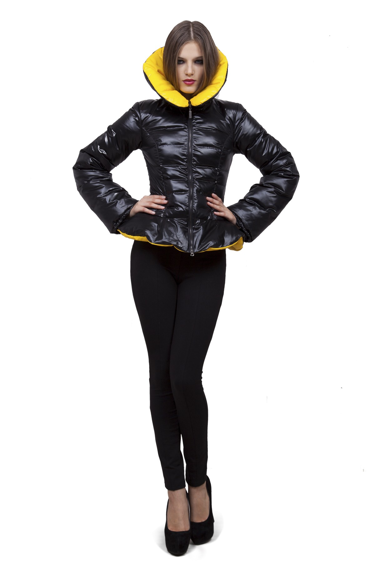 ПуховикЗимние куртки, пальто, пуховики<br>Если Вы любите тепло и уют, тогда Вам идеально подойдет этот замечательный пуховик. Утеплитель из высококачественного 100 % российского гусиного  пуха обеспечивает хорошую терморегуляцию и максимальный уровень комфорта. <br><br>Цвет: черный, желтый<br>Состав: ткань: 100% полиэстер, подкладка: 100% полиэстер, утеплитель: 100% пух<br>Размер: 42,44,46,48,50,52,54,56<br>Страна дизайна: Россия<br>Страна производства: Россия