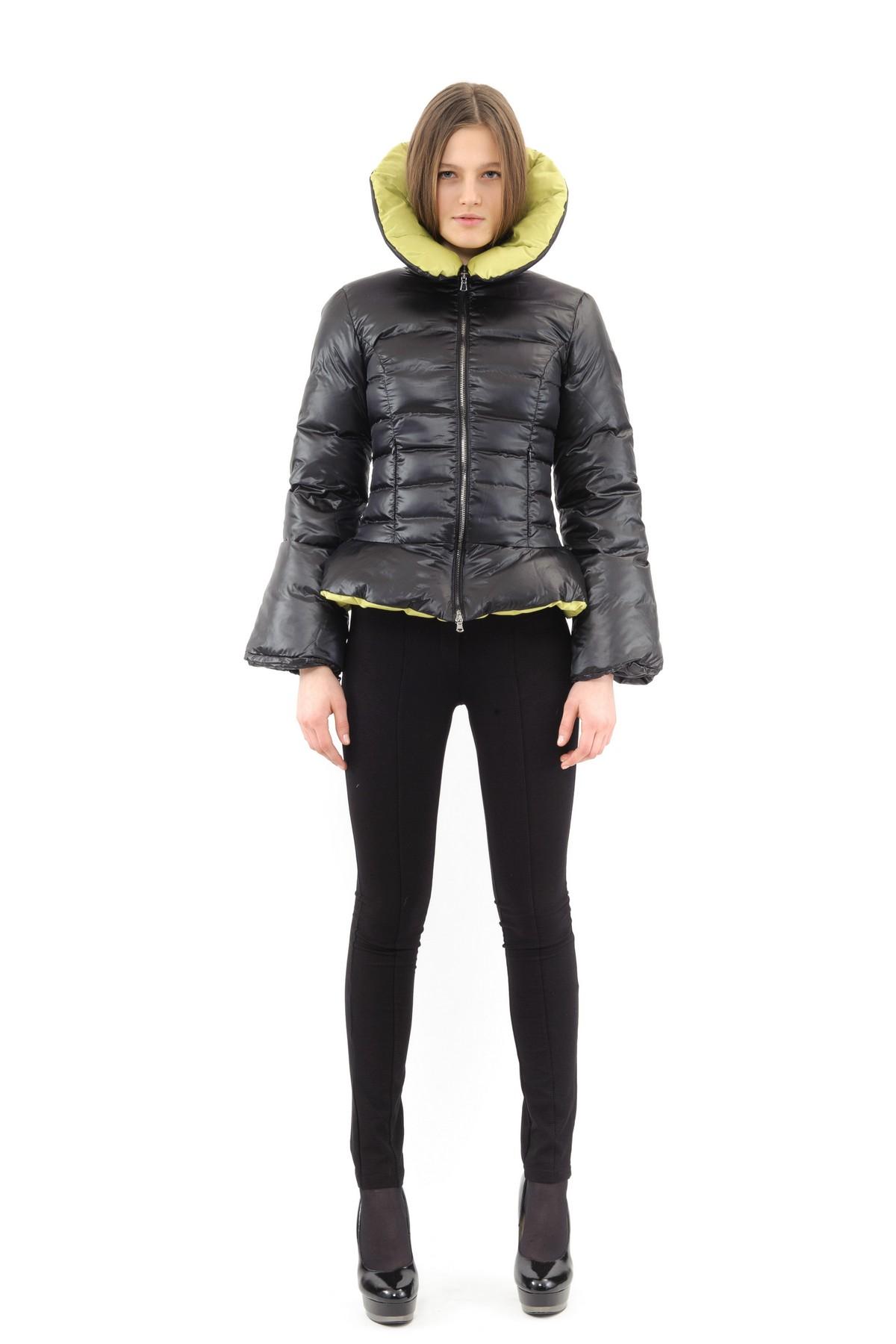 ПуховикЗимние куртки, пальто, пуховики<br>Если Вы любите тепло и уют, тогда Вам идеально подойдет этот замечательный пуховик. Утеплитель из высококачественного 100 % российского гусиного  пуха обеспечивает хорошую терморегуляцию и максимальный уровень комфорта.<br><br>Цвет: черный,лайм<br>Состав: ткань: 100% полиэстер, подкладка: 100% полиэстер, утеплитель: 100% пух<br>Размер: 42,44,46,48,50,52,54,56<br>Страна дизайна: Россия<br>Страна производства: Россия