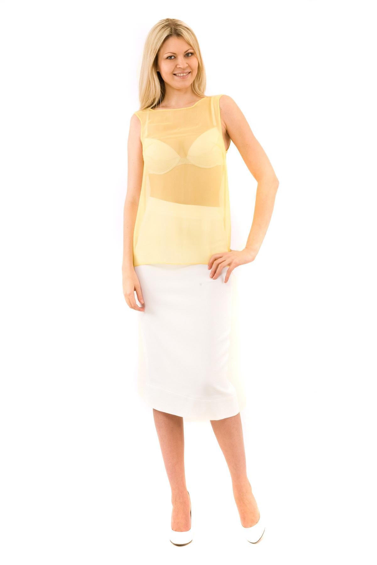 БлузаЖенские блузки<br>Эффектная блузка Doctor E элегантного лаконичного дизайна. Модель выполнена из легкого полупрозрачного материала. Восхитительное дополнение к Вашему повседневному гардеробу.<br><br>Цвет: желтый<br>Состав: 100% полиэстер<br>Размер: 40,42,44,46,48,50,52,54,56<br>Страна дизайна: Россия<br>Страна производства: Россия