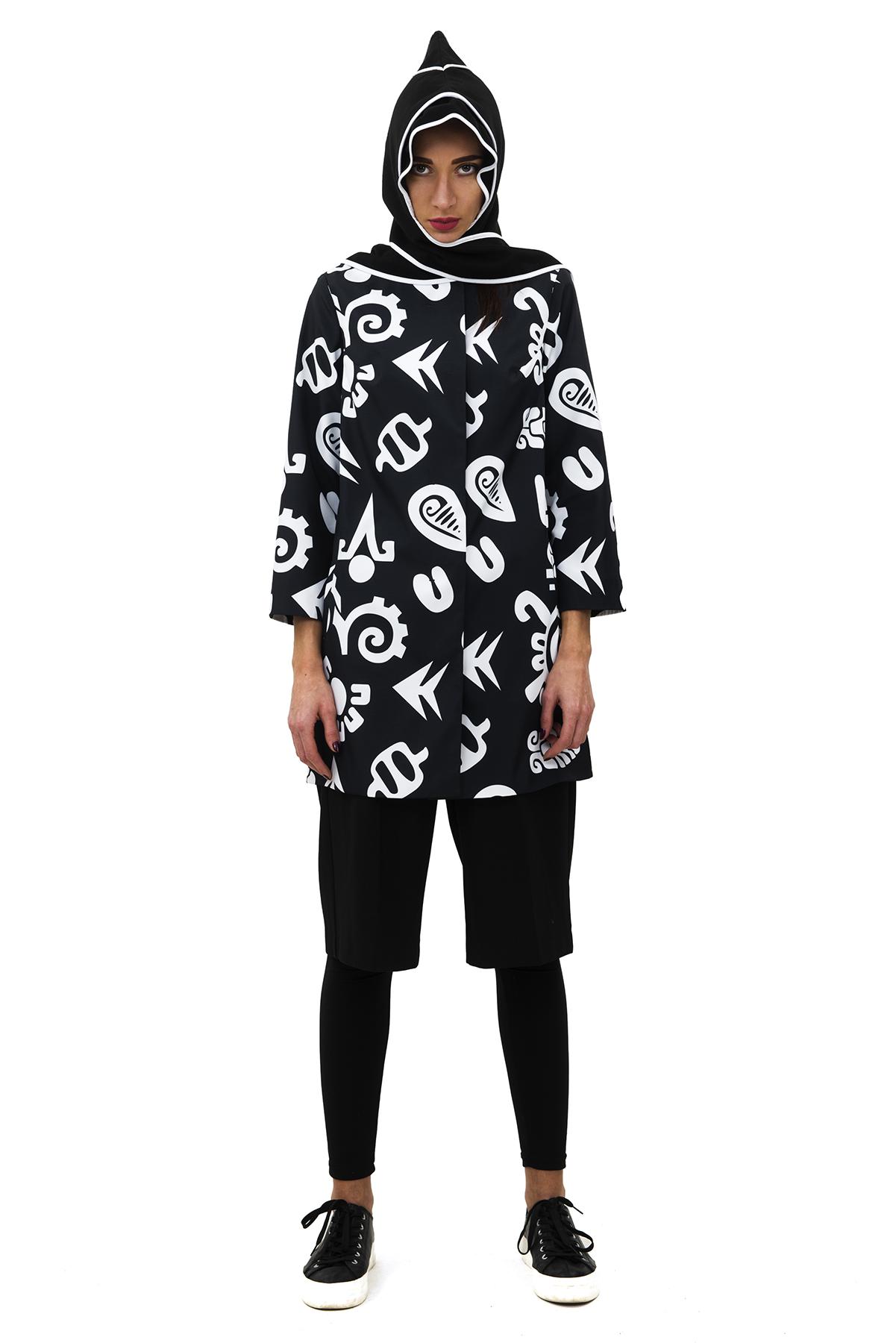 ПлащЖенские куртки, плащи, пальто<br>Женский плащ бренда Pavel Yerokin выполнен из принтованной курточной ткани. Особенности: прямой крой, рукав 3/4, этнический принт.<br><br>Цвет: черный,белый<br>Состав: Полиэстер - 100% подкладка: Вискоза - 50%, Полиэстер - 50%<br>Размер: 40,42,44,46,48,50<br>Страна дизайна: Россия<br>Страна производства: Россия