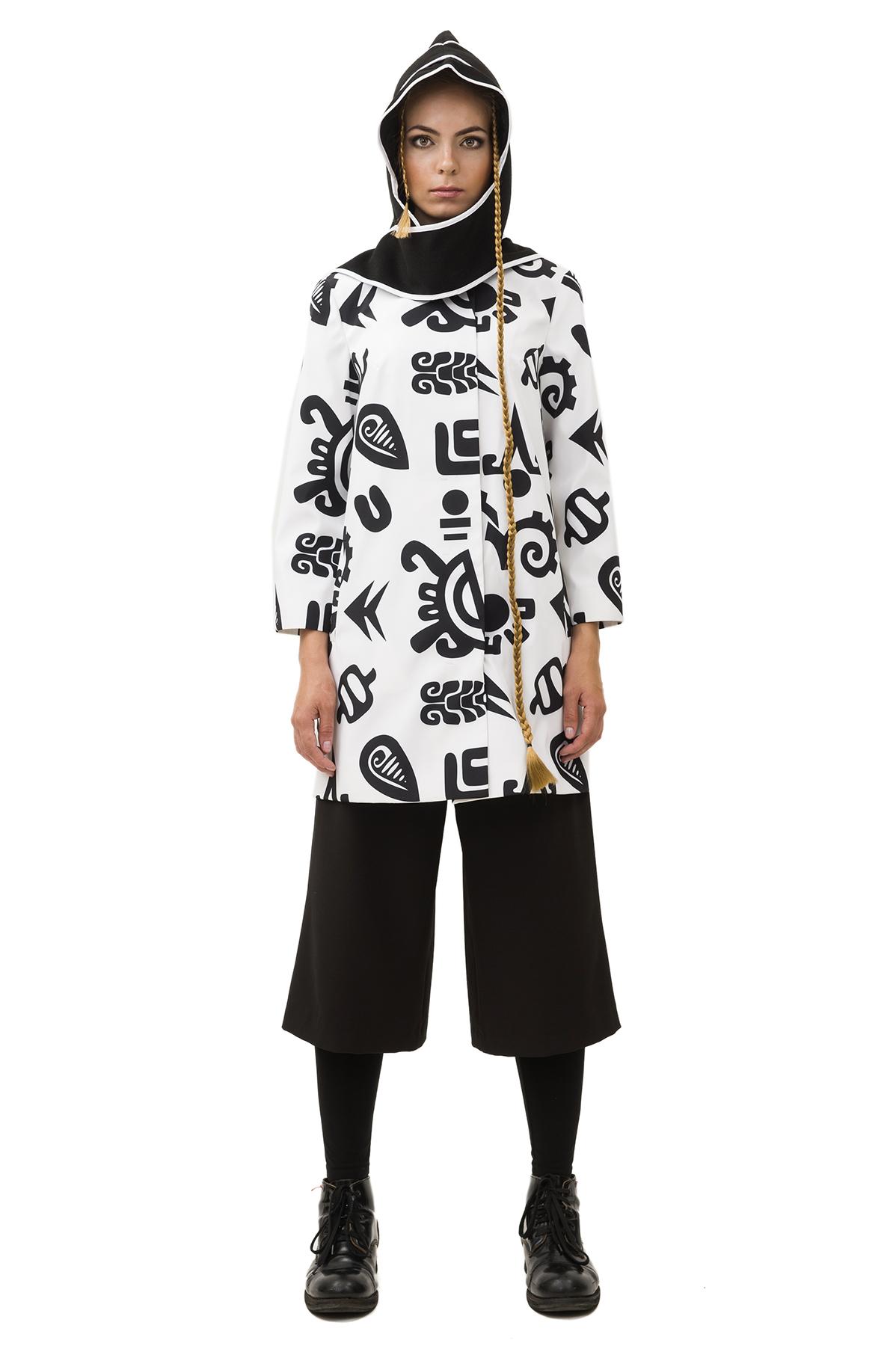 ПлащЖенские куртки, плащи, пальто<br>Женский плащ бренда Pavel Yerokin выполнен из принтованной курточной ткани. Особенности: прямой крой, рукав 3/4, этнический принт.<br><br>Цвет: белый,черный<br>Состав: Полиэстер - 100% подкладка: Вискоза - 50%, Полиэстер - 50%<br>Размер: 40,42,44,46,48,50<br>Страна дизайна: Россия<br>Страна производства: Россия