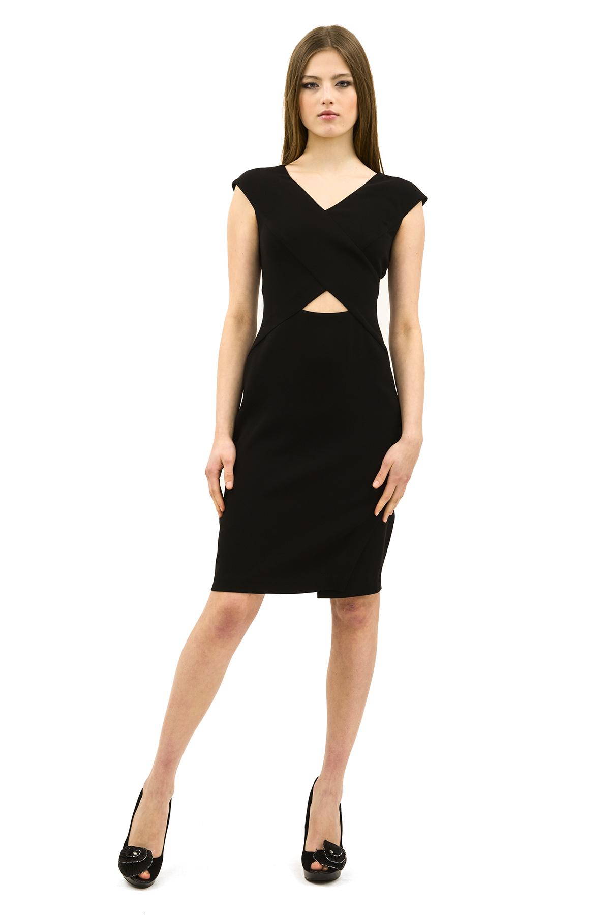 ПлатьеПлатья,  сарафаны<br>Эффектное платье актуальной расцветки.Изделие с оригинальным вырезом в области талии. Модель станет замечательным дополнением к Вашему гардеробу.<br><br>Цвет: черный<br>Состав: 100% полиэстер<br>Размер: 40,42,44,46,48,50,52,54,56,58<br>Страна дизайна: Россия<br>Страна производства: Россия
